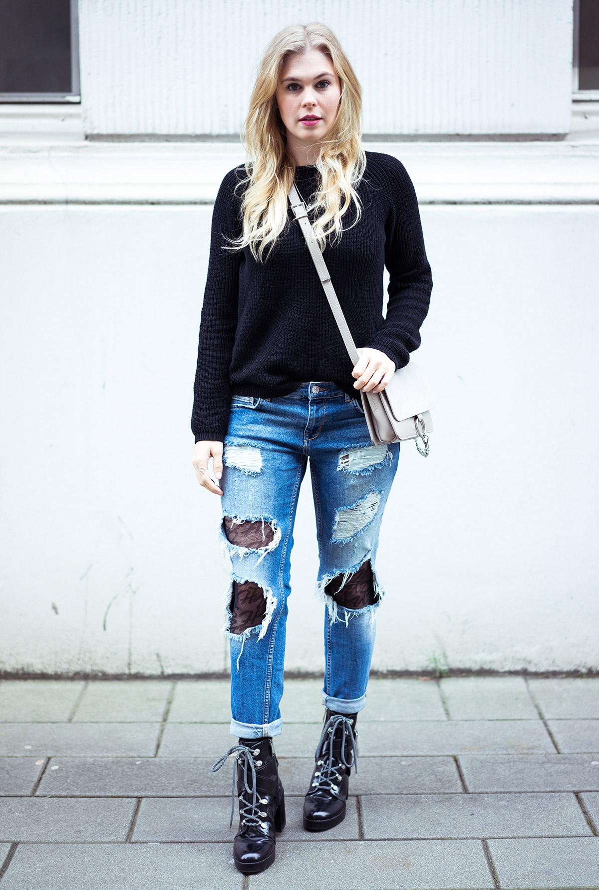 Strumpfhose und RIpped Jeans