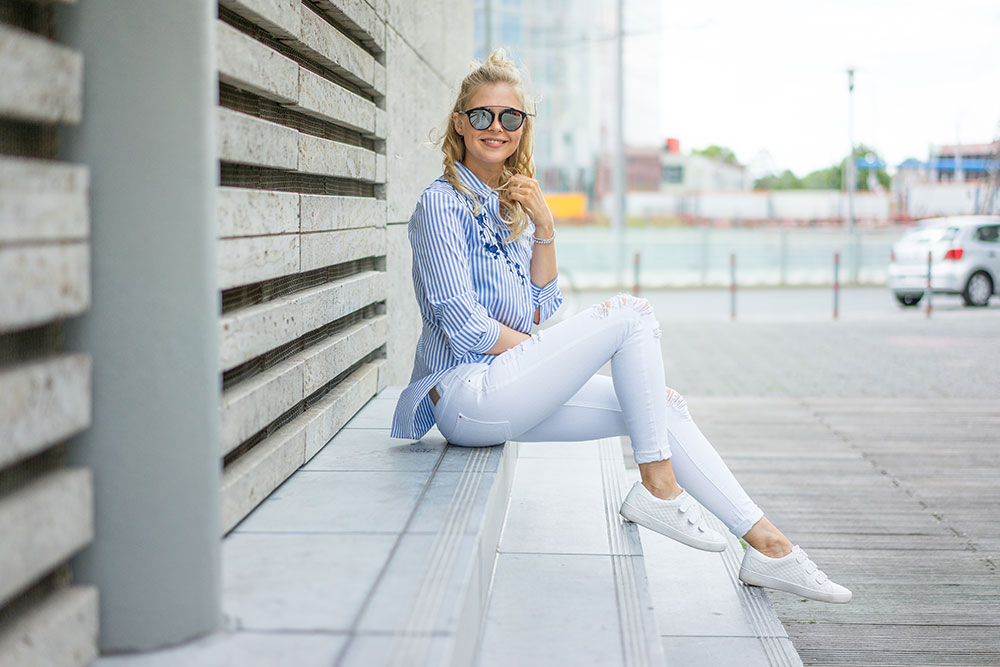 outfit-bluse-blau-weiss