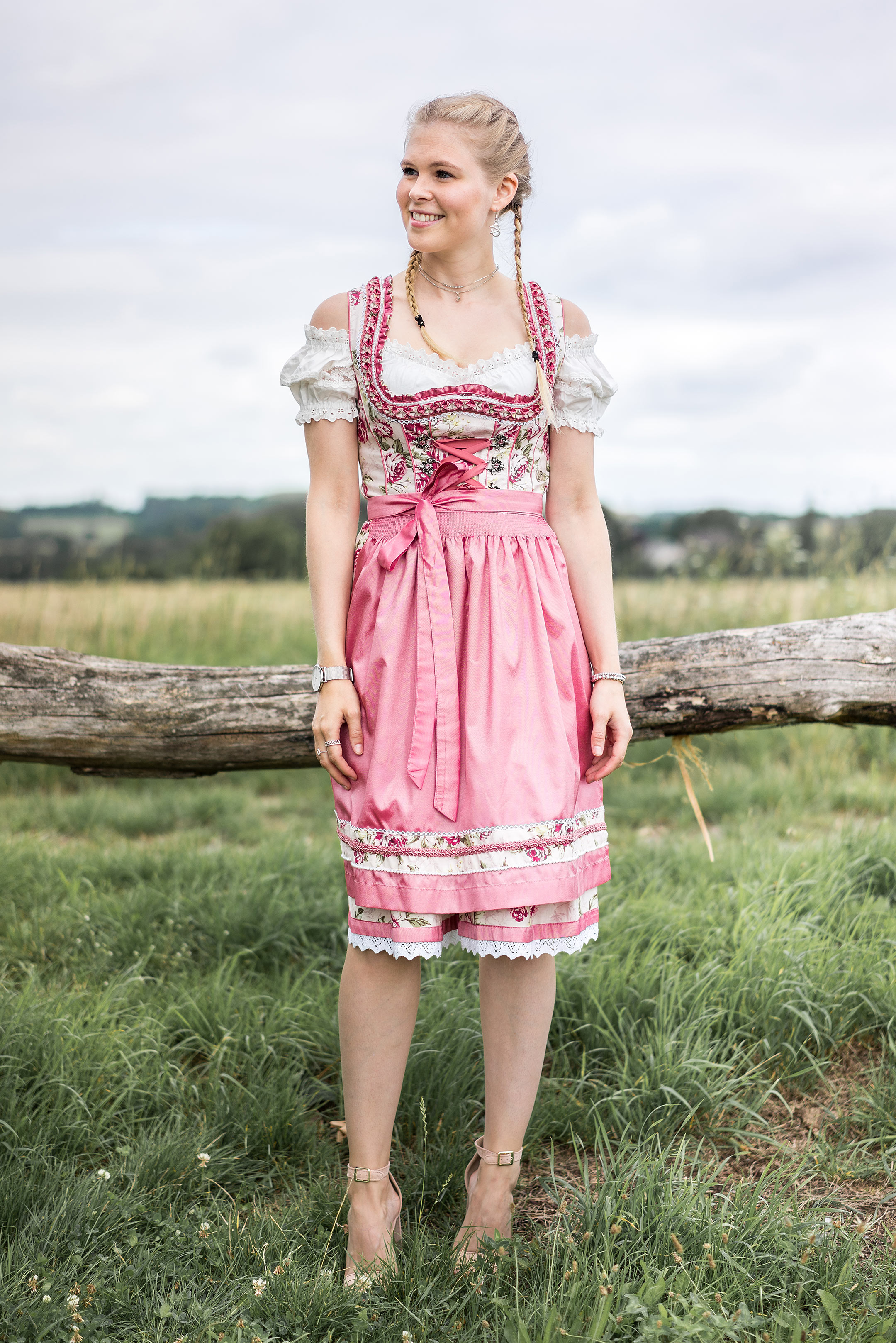 Dirndl rosa Outfit Blog Fashion München Sunnyinga