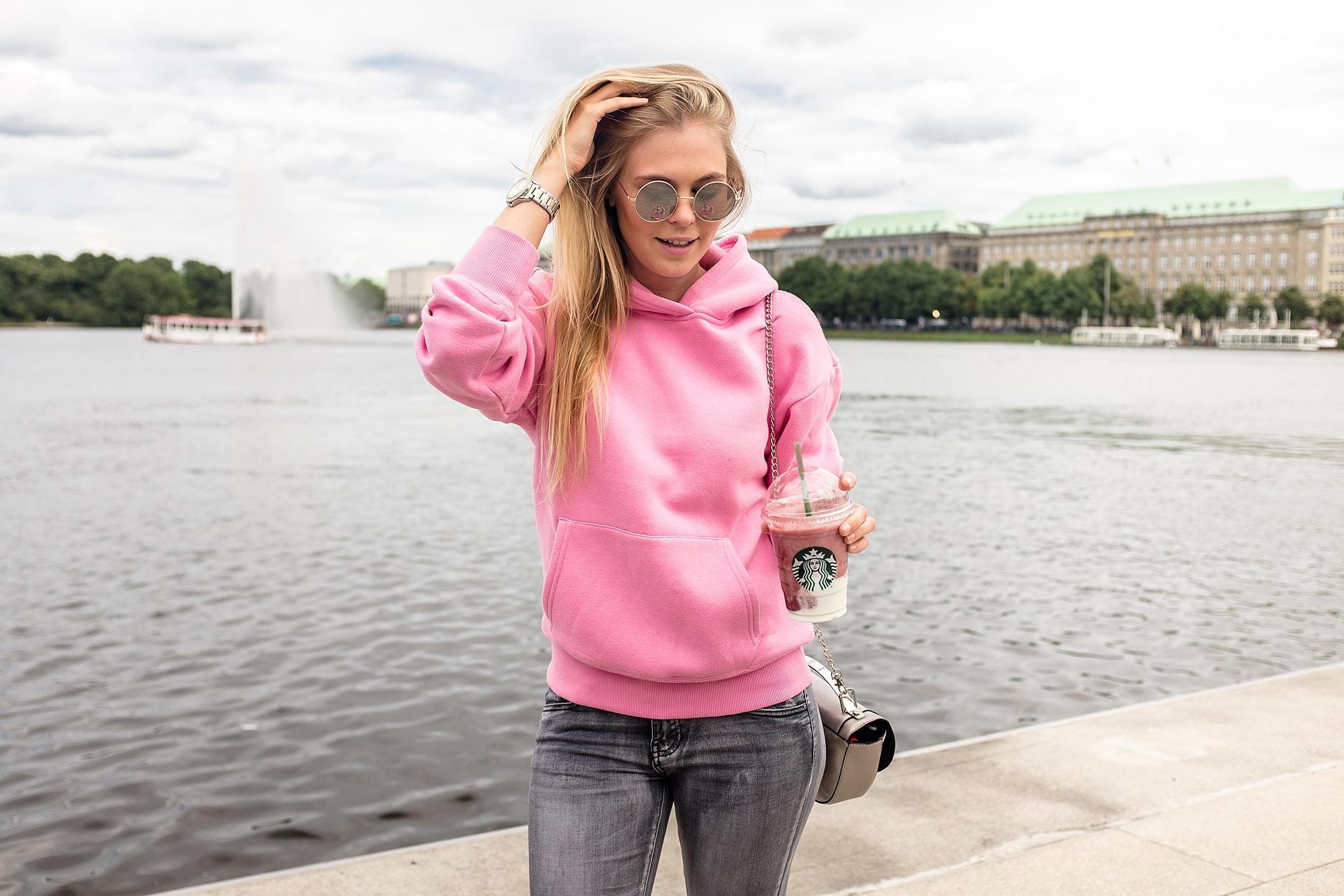 Fashion Bloggerin Hamburg Städtetrip Sunnyinga Pullover pink