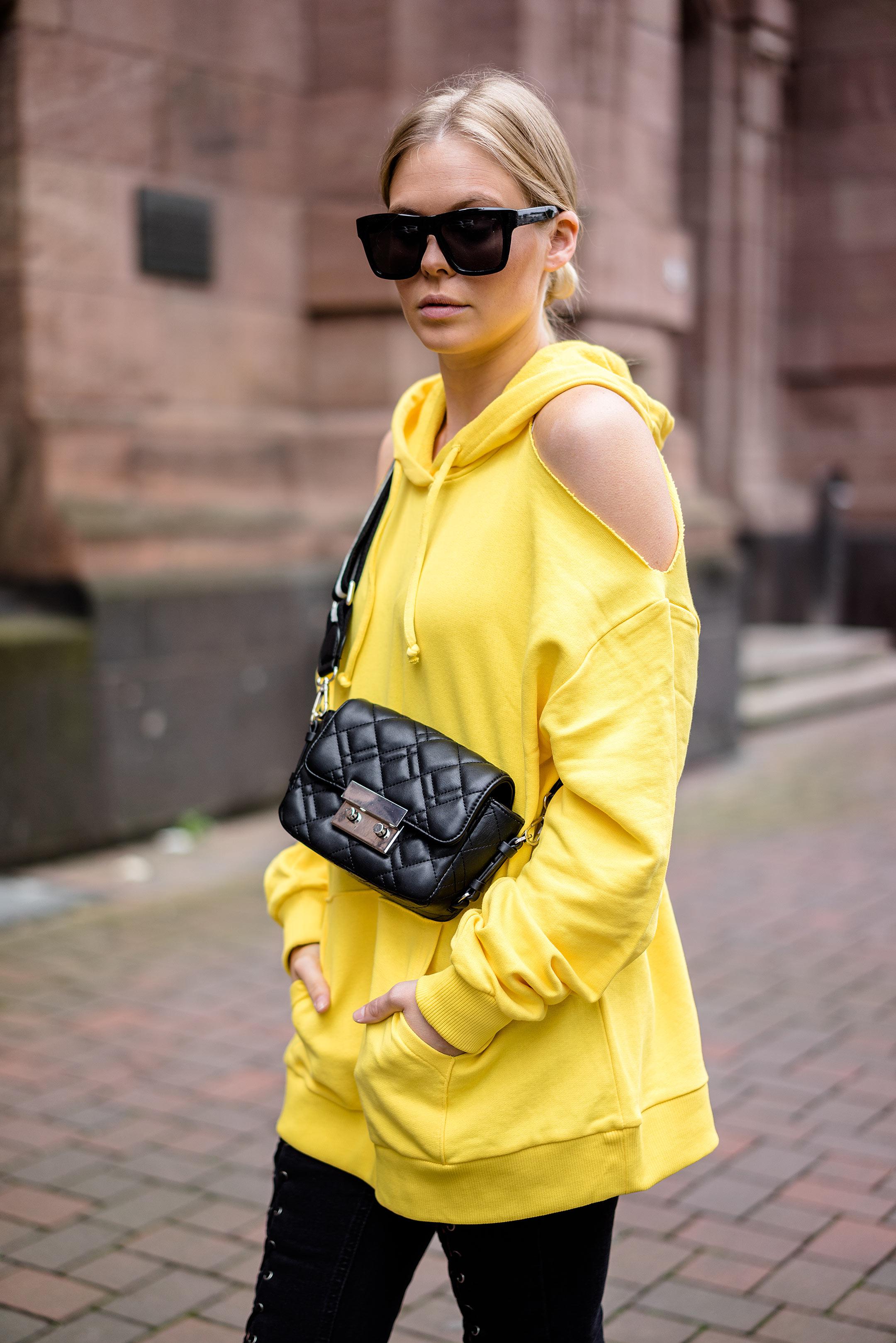 Hoodie schulterfrei gelb ootd Fashion Blog Düsseldorf Sunnyinga