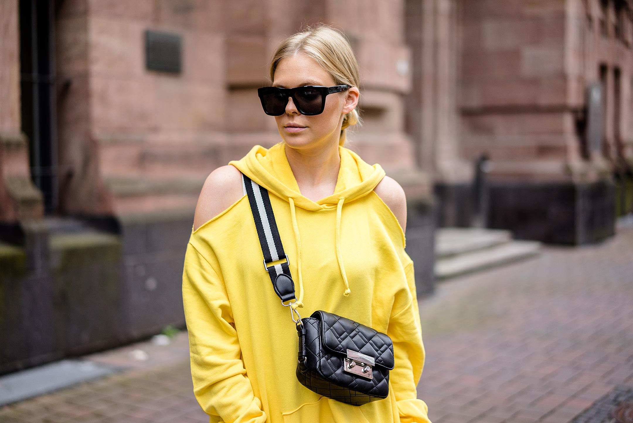 Inspo Hoodie gelb Outfit Sunnyinga Sonnenbrille Düsseldorf Modeblog