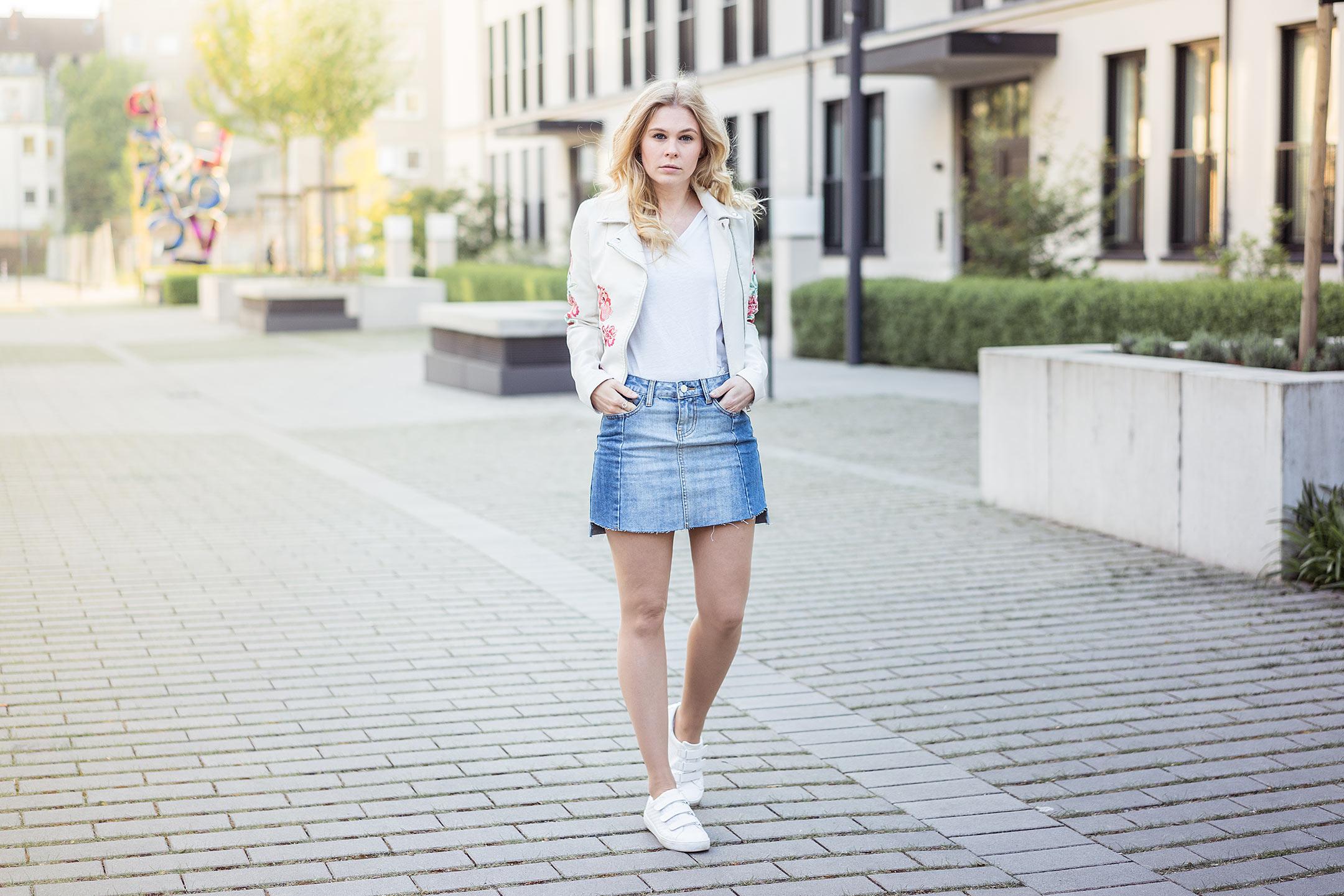 Jeansrock Vokuhila Sneaker Lederjacke Streetstyle Düsseldorf Fashionblog Sunnyinga