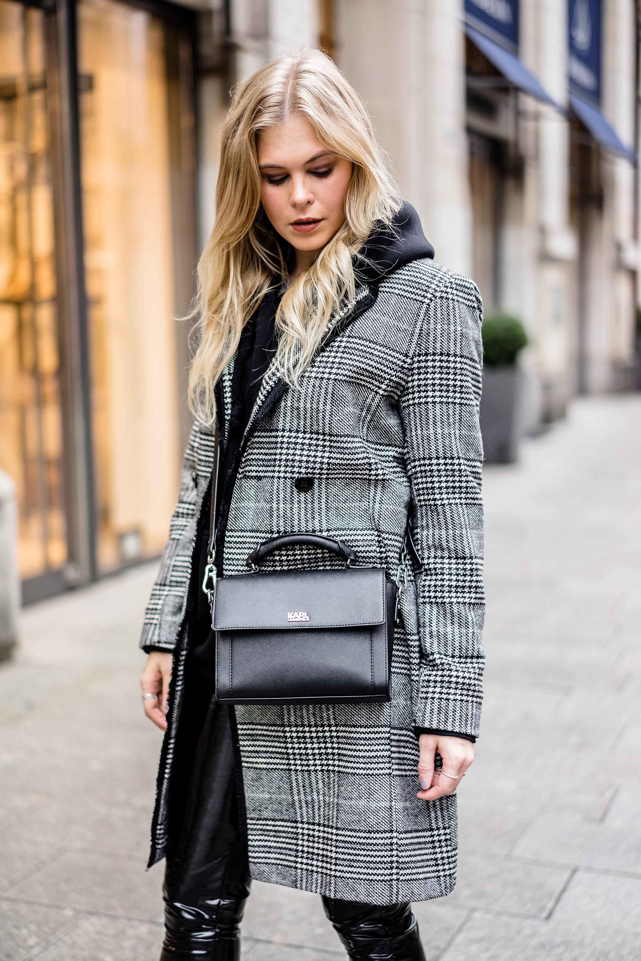 Karl Lagerfeld Tasche schwarz Karo Mantel Outfit Streetstyle ootd Fashion Blogger Sunnyinga
