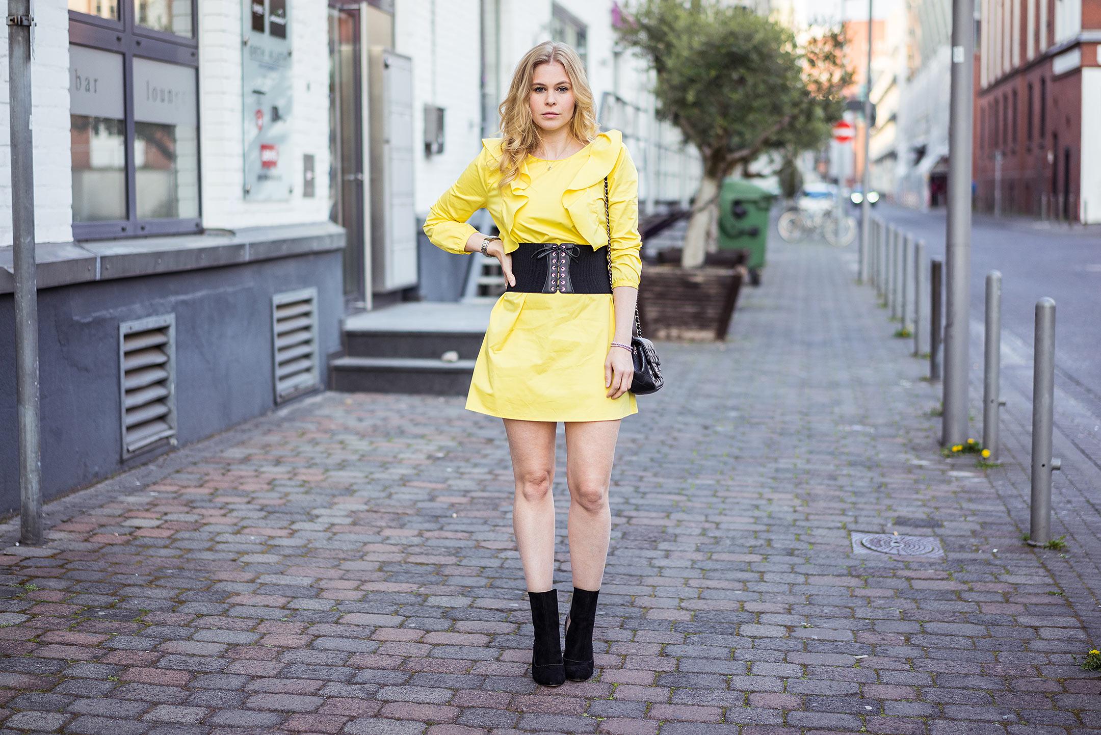 Kleid Corsagen Gürtel Fashionblog Düsseldorf Sunnyinga