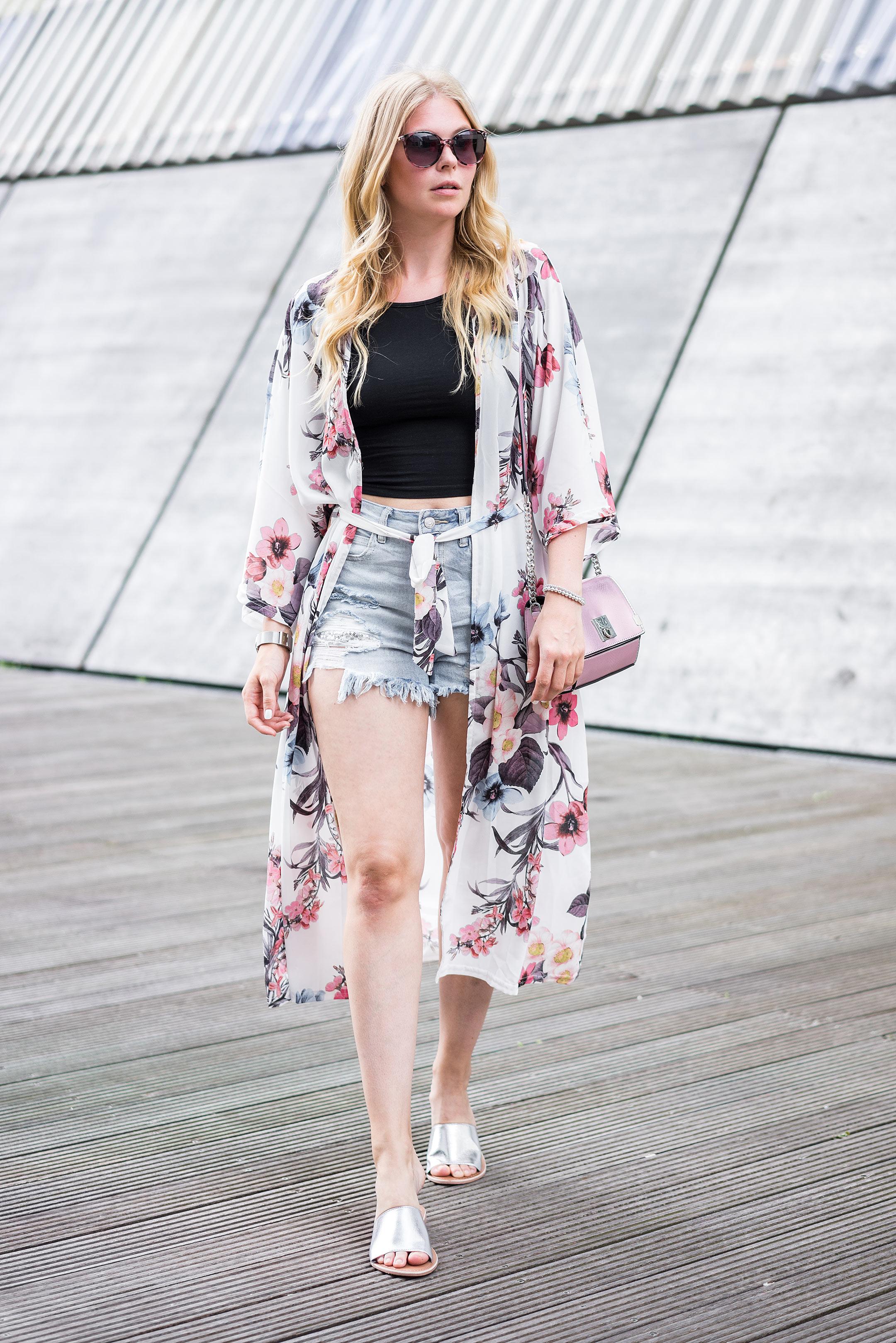 Langer Kimono mit Blumenmuster Outfit Fashion Blog Sunnyinga