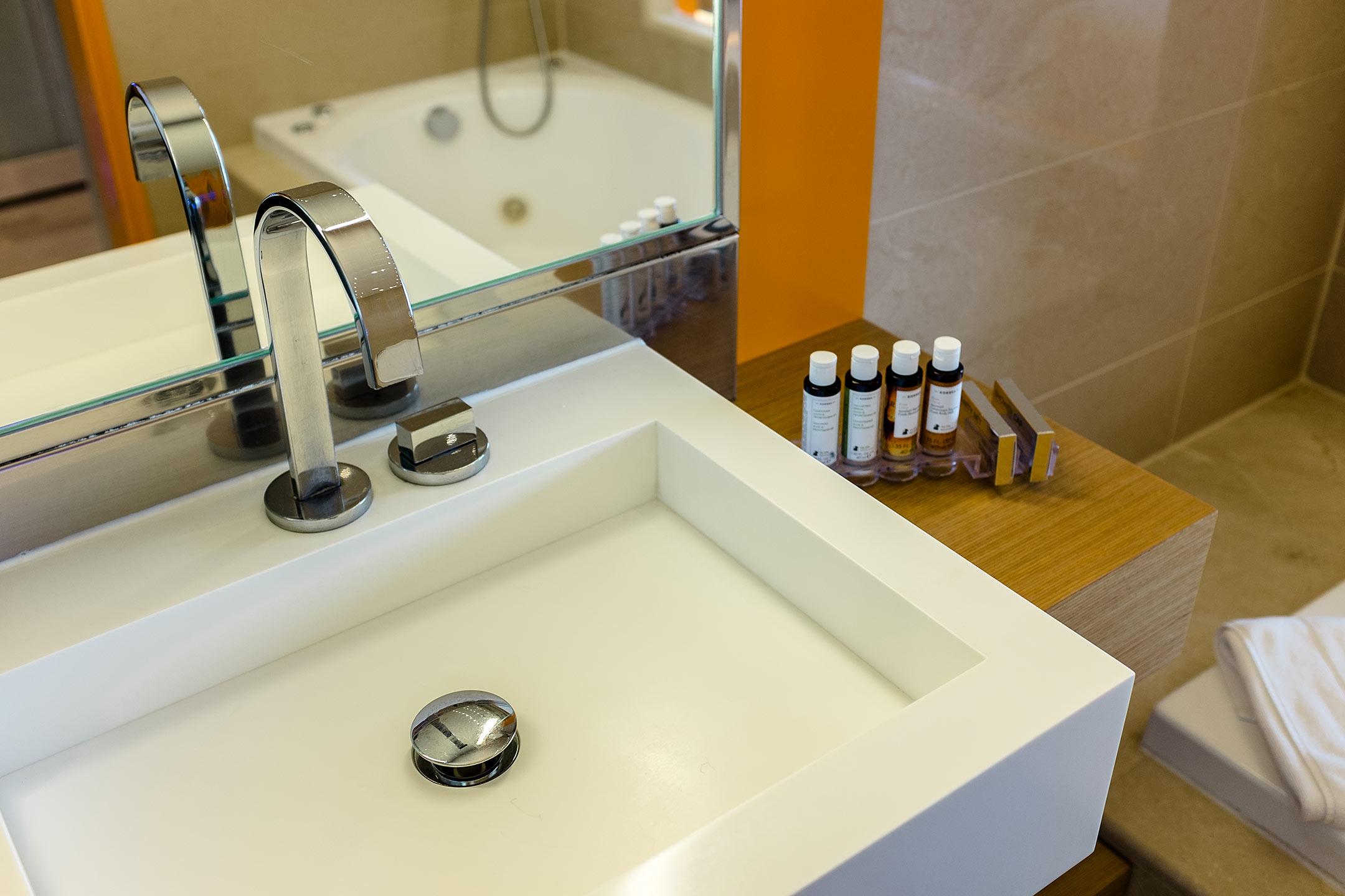 Lindos Blu Luxury Hotel Rhodos Badezimmer Travel Blog Sunnyinga