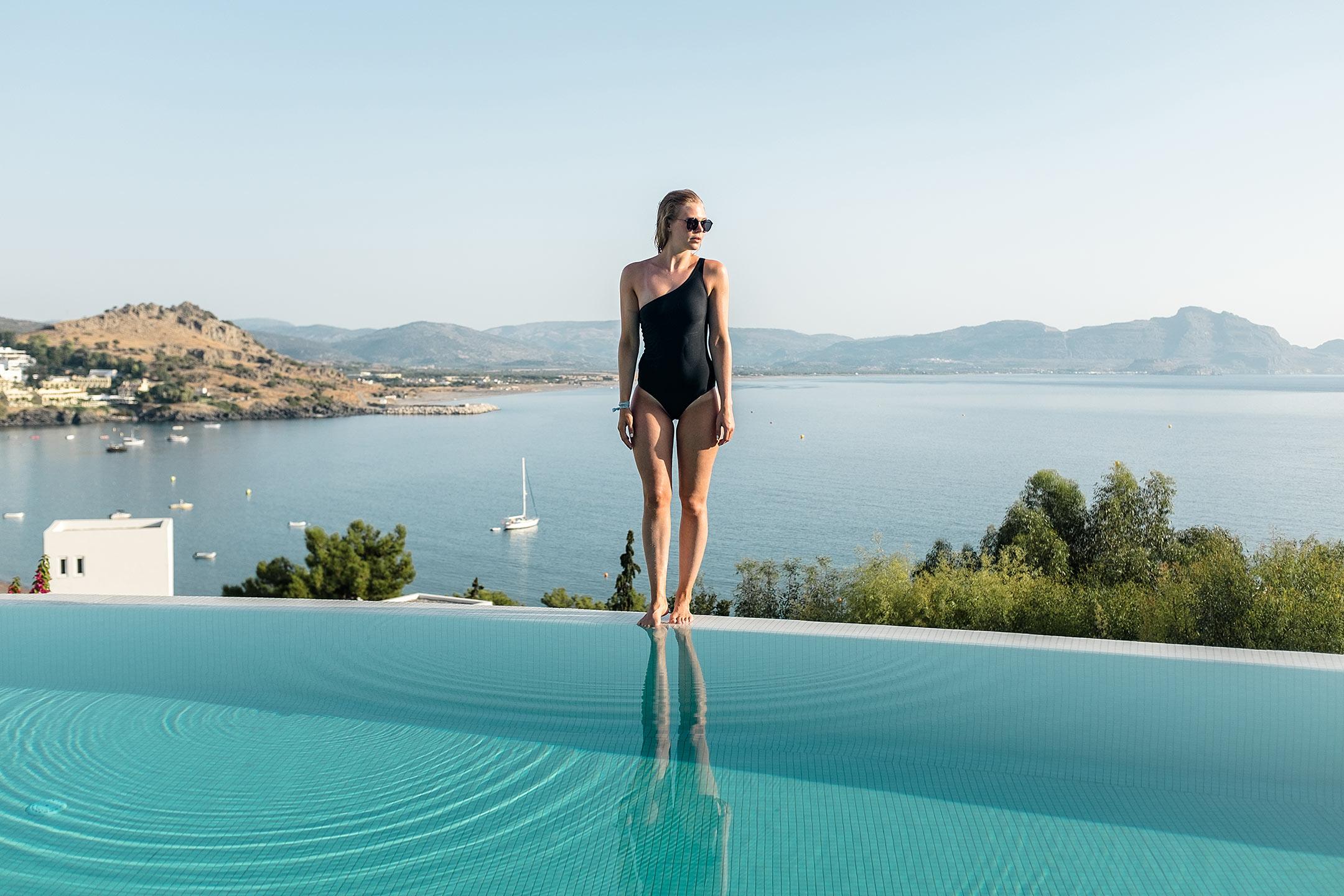 Lindos Blu Luxury Hotel Rhodos Infinity Pool Travel Blog Sunnyinga