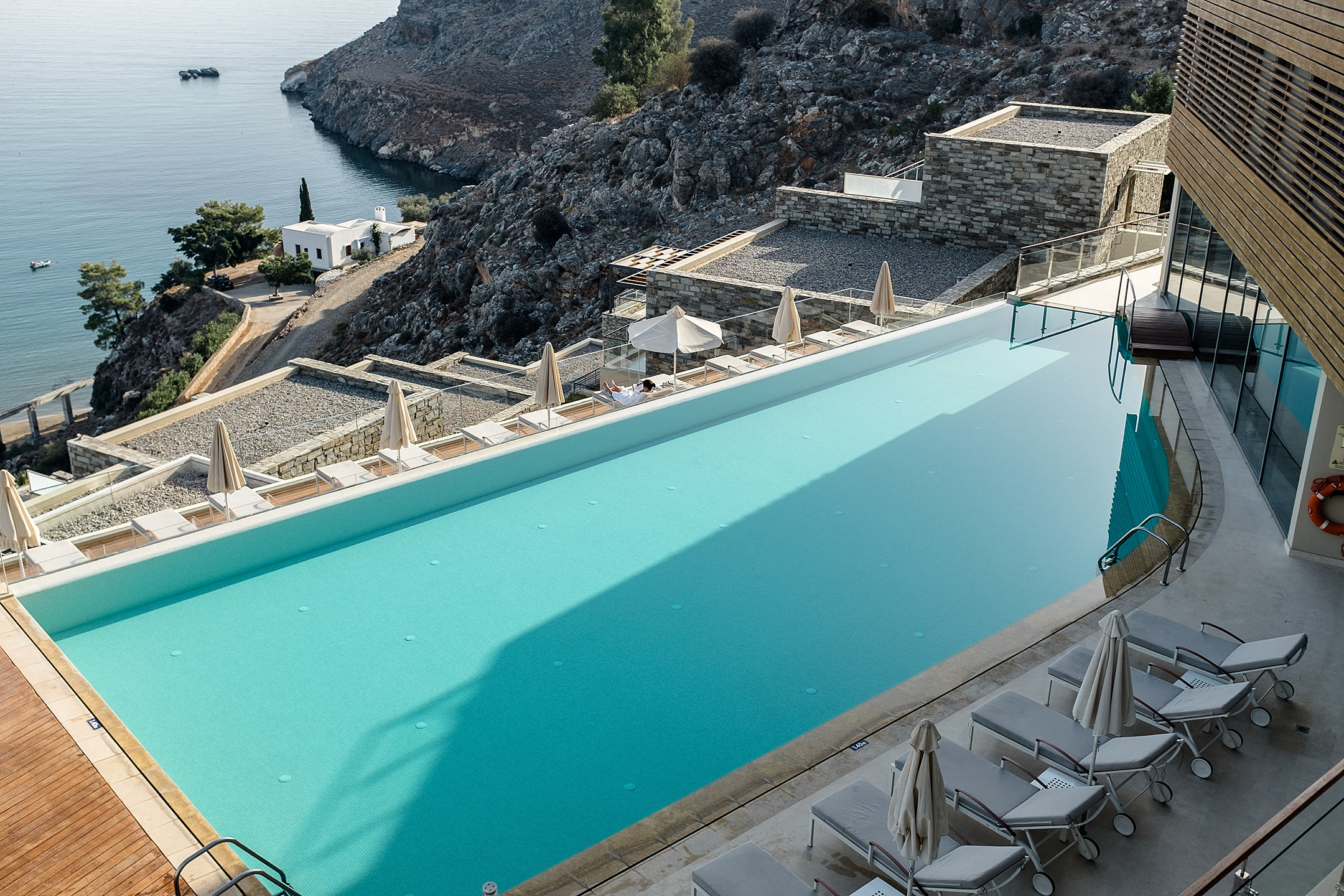 Lindos Blu Luxury Hotel Rhodos Main Pool Travel Blog Sunnyinga