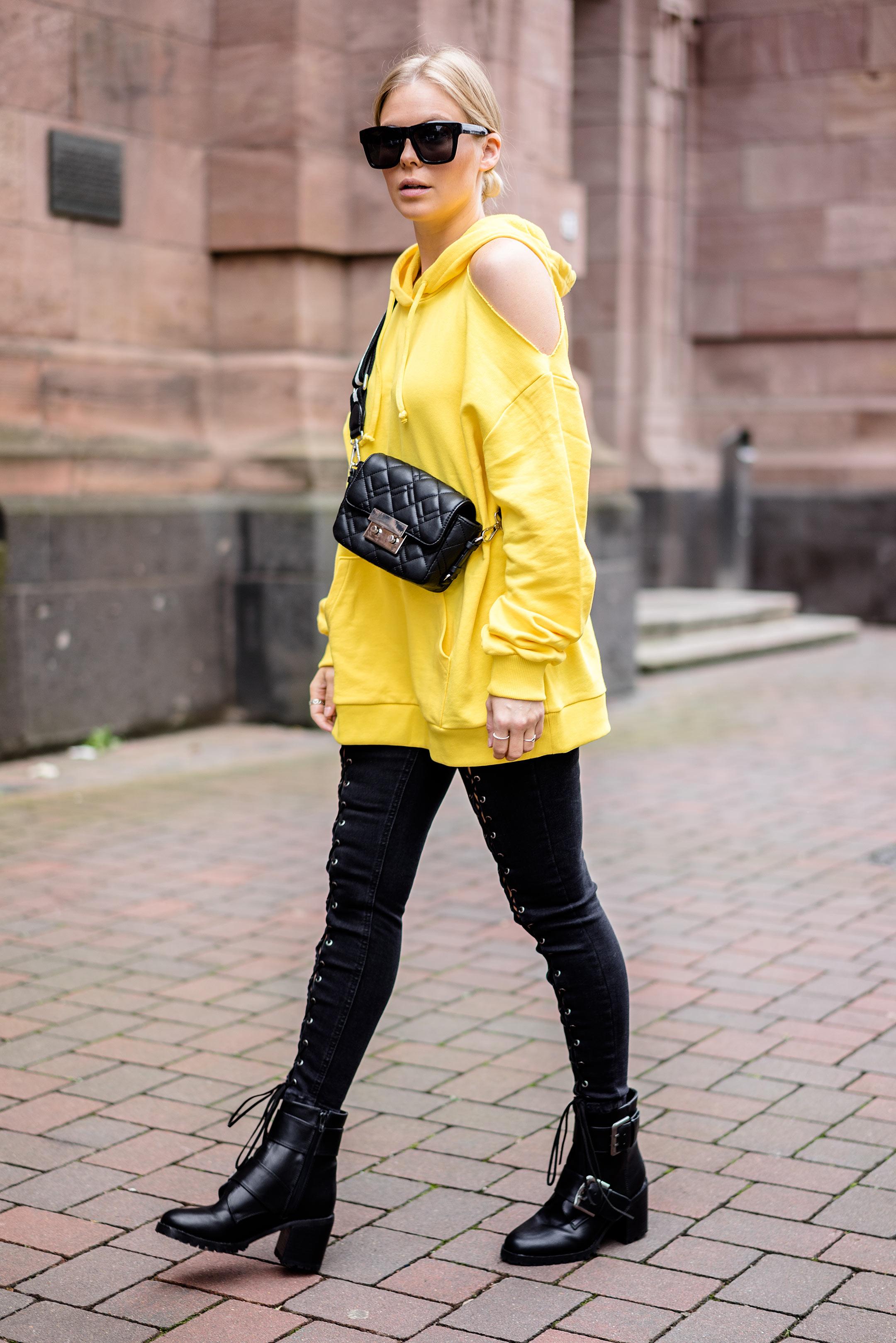 Outfit Gelb Sweater Streetstyle Düsseldorf Modeblog Sunnyinga
