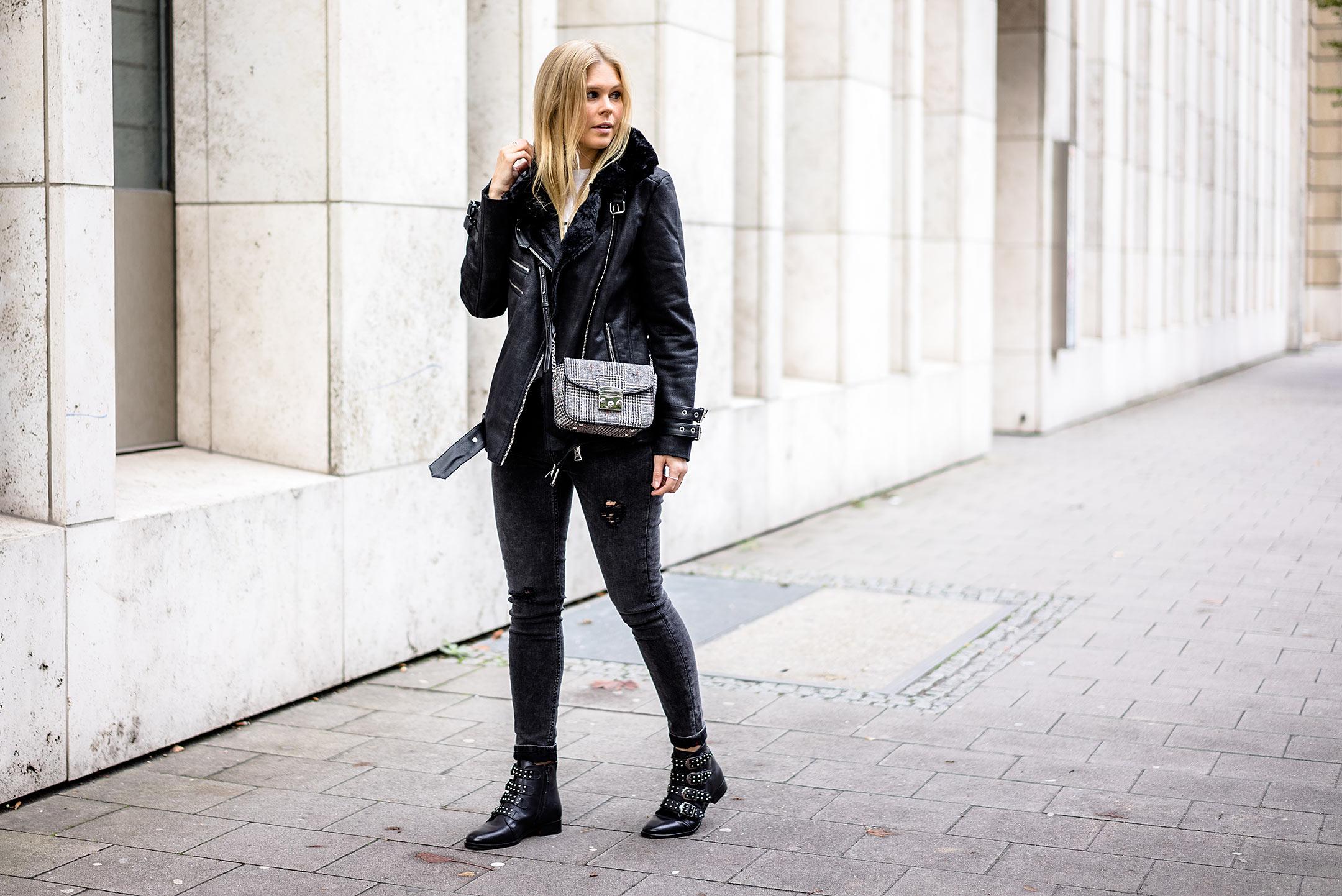 Outfit Herbst Bikerjacke Schwarz Boots Fashion Blogger Düsseldorf Streetstyle Sunnyinga