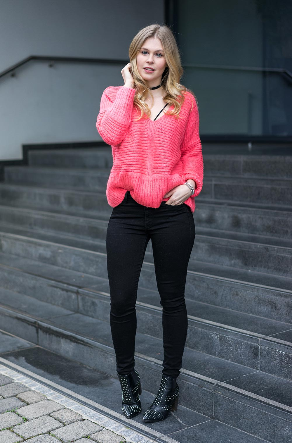 outfit-pinker-pullover-skinny-jeans-boots-sunnyinga