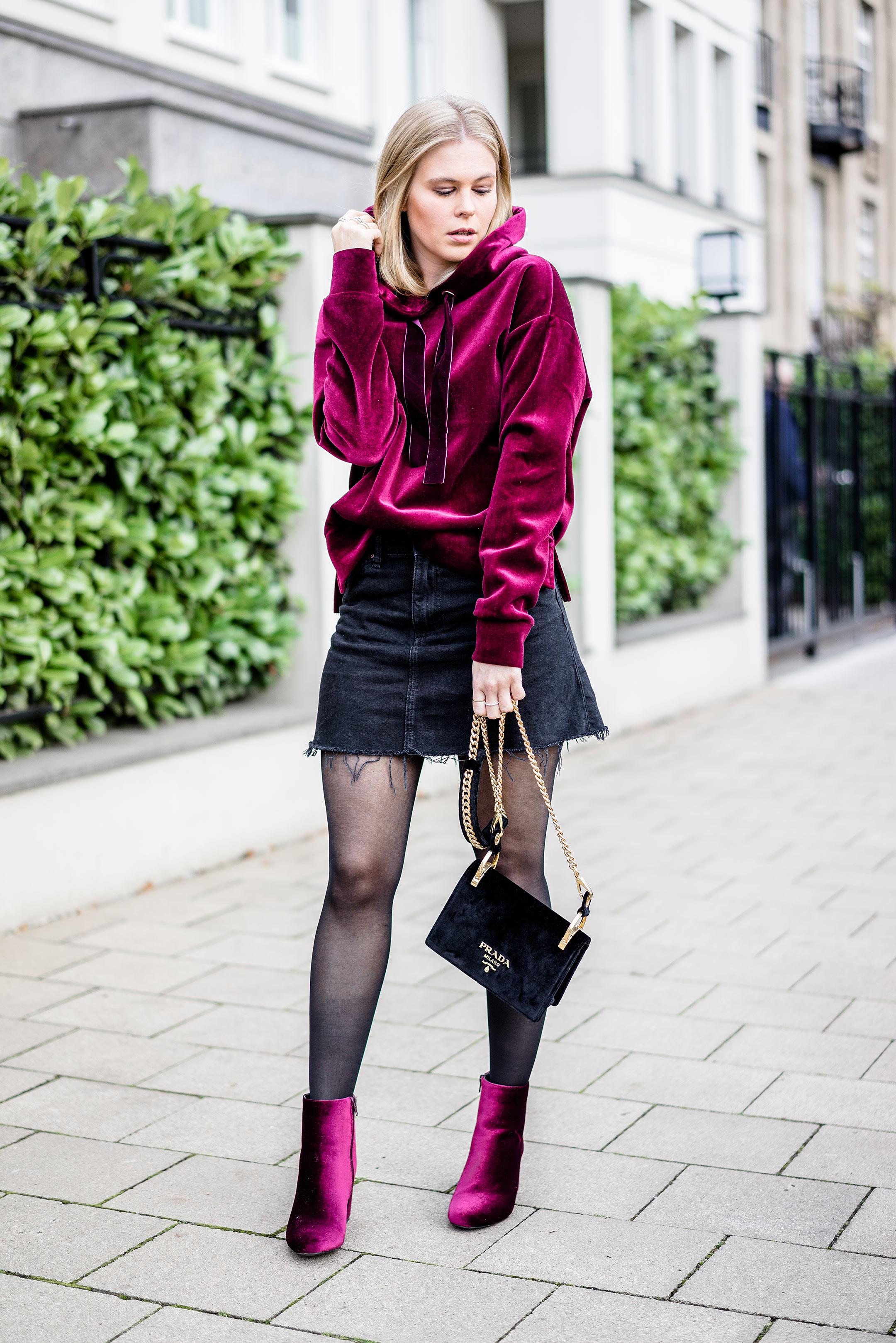 Outfit Prada Handtasche Samt Sunnyinga Fashion Blogger Düsseldorf