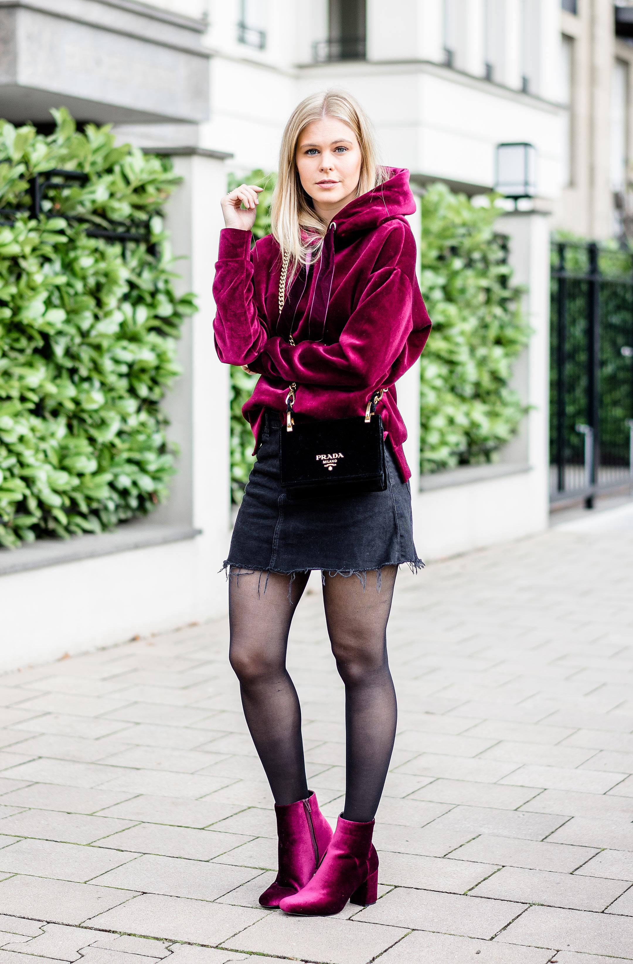 Outfit Samt Streetstyle Modeblog Sunnyinga Prada Designerhandtasche Fashionette