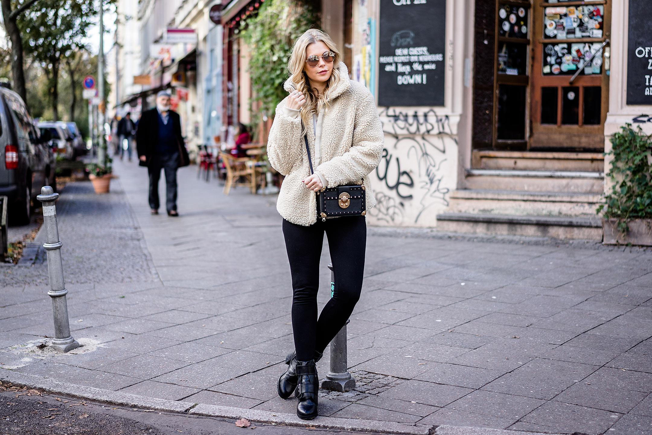 Outfit Teddyfell Jacke Mantel Streetstyle Kreuzberg Fashion Blogger Sunnyinga