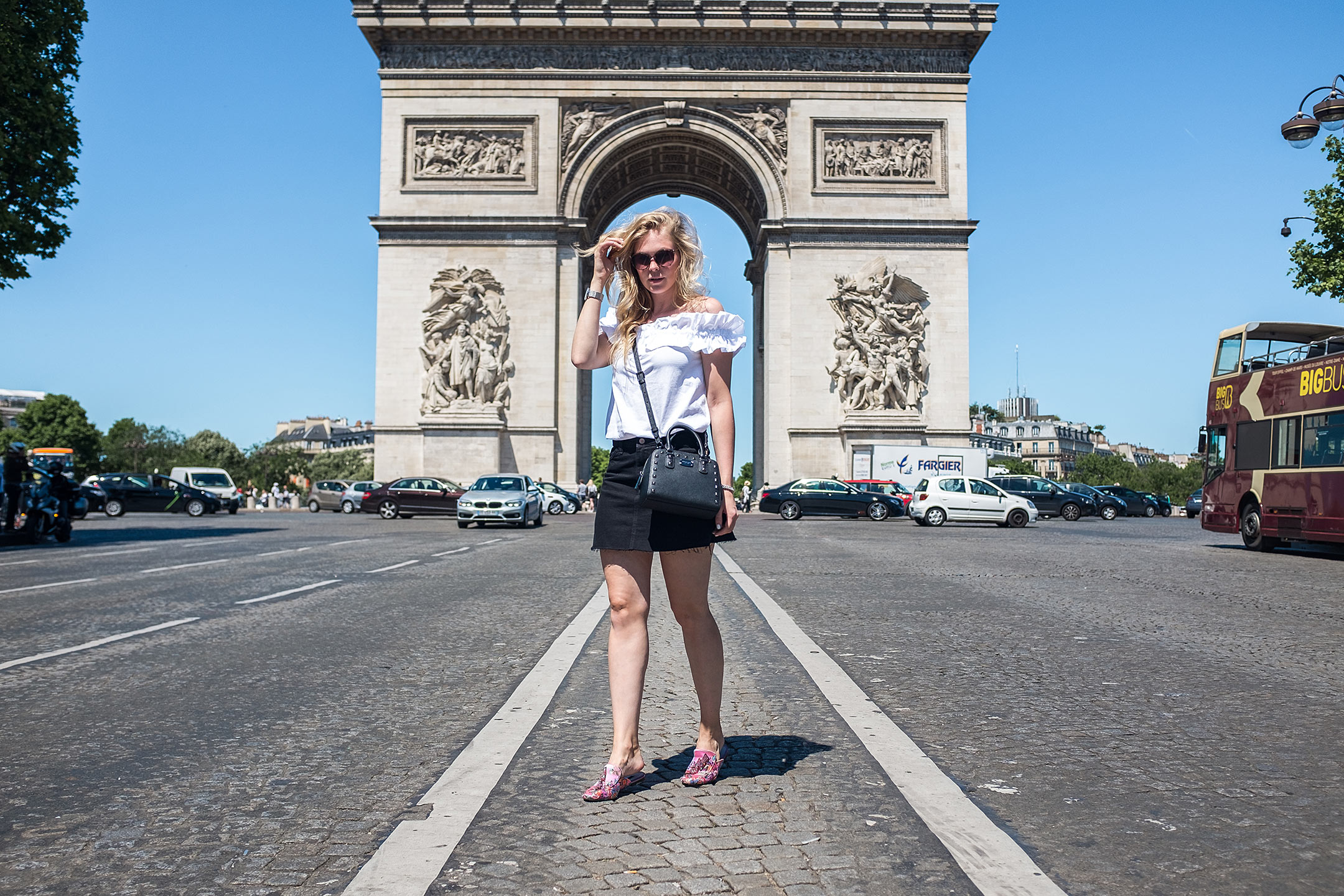 paris-arc-de-triomphe-travelblog-sunnyinga