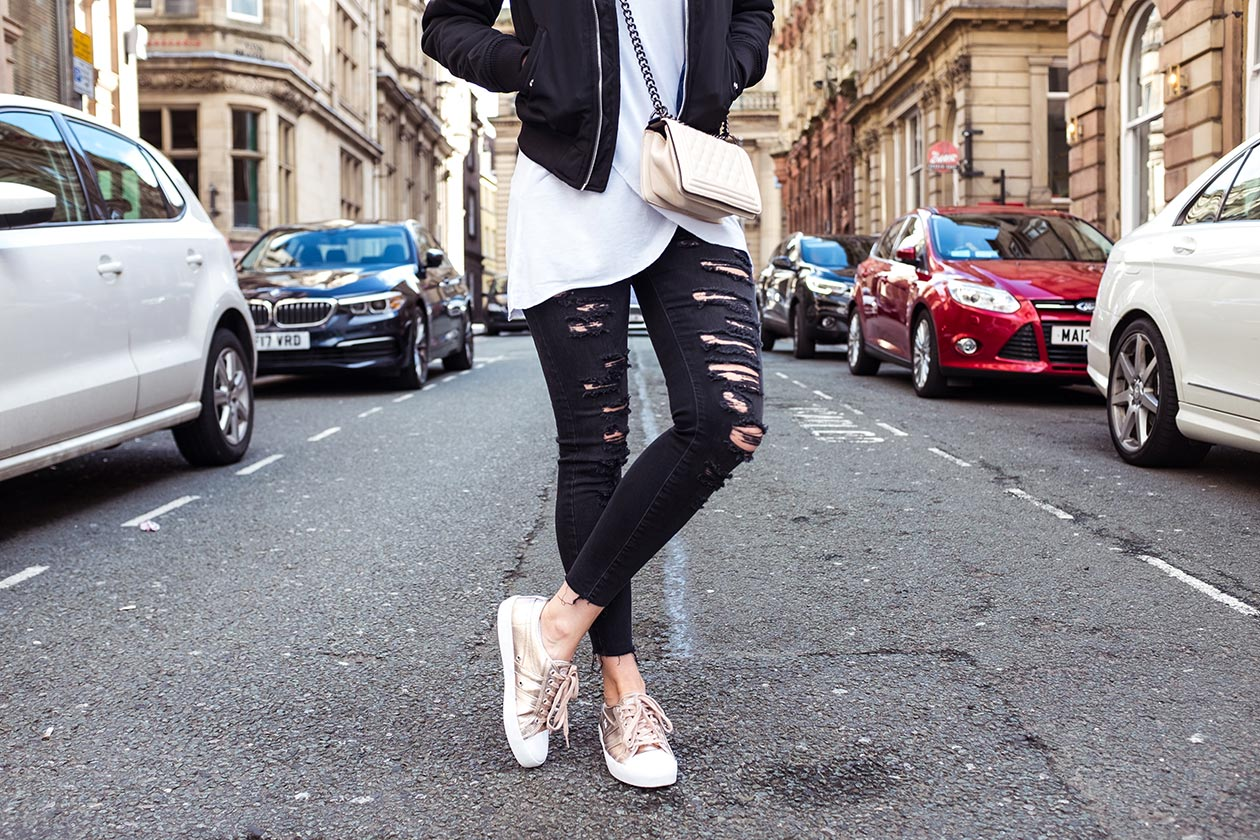 Rippend Jeans schwarz Gola Sneaker Sunnyinga Fashionblog