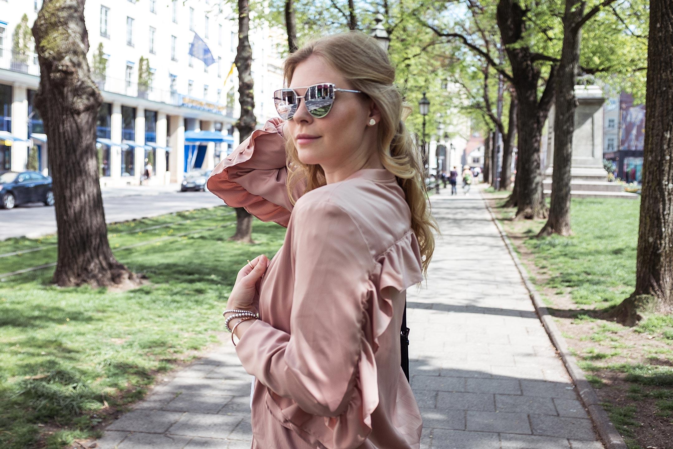 Rosa Bomberjacke Rüschen Modeblog Sunnyinga München