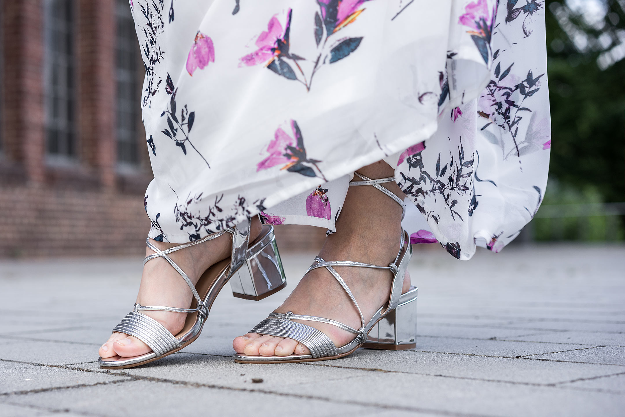 Sandalen Absatz silber Sommer Kleid Modeblog Düsseldorf Sunnyinga