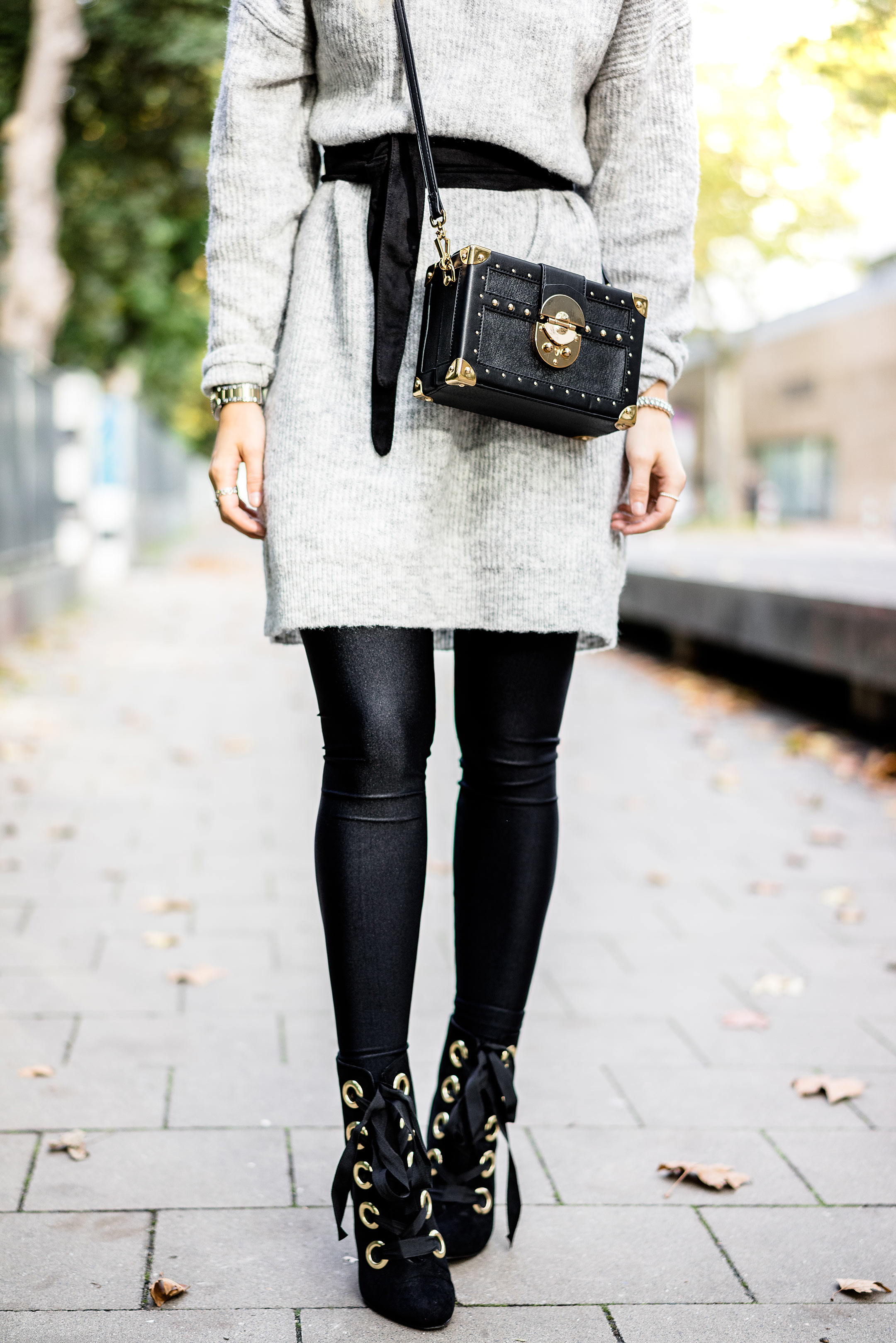 Schnürboots Strumpfhose Kleid Outfit Herbst Fashion Blog Sunnyinga