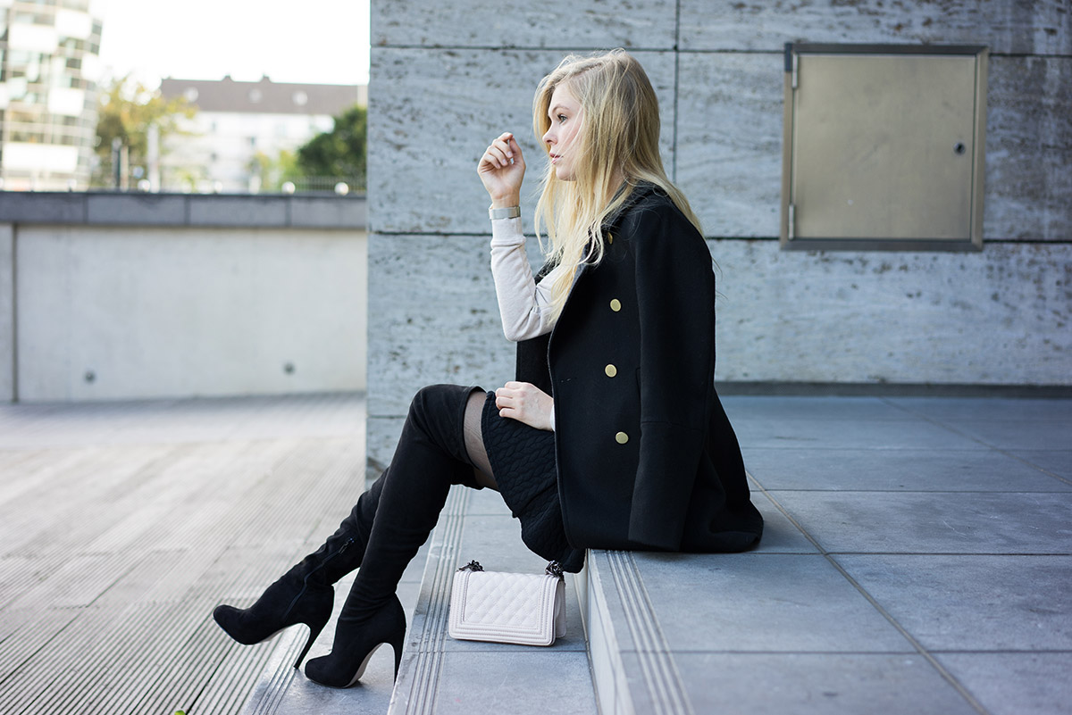 Schwarze Overknees Outfit