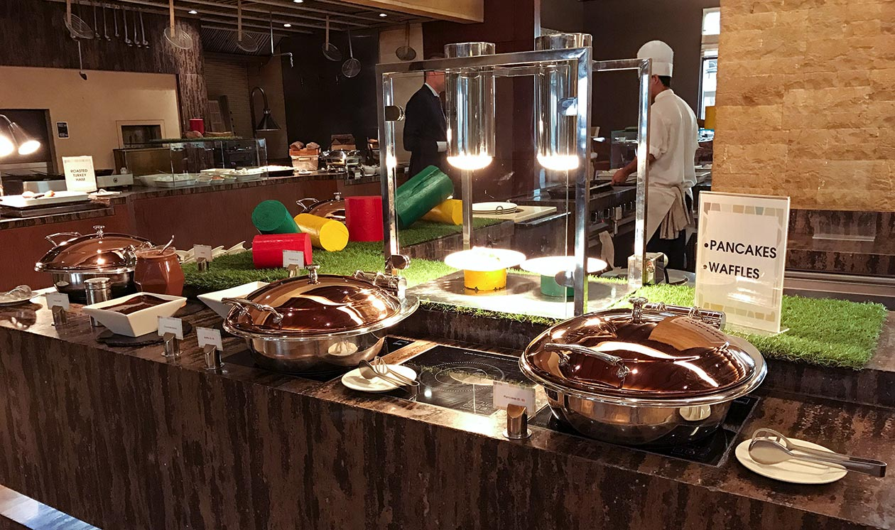 Sofitel Dubai The Palm Frühstück Pancakes Waffeln Travelblog Sunnyinga