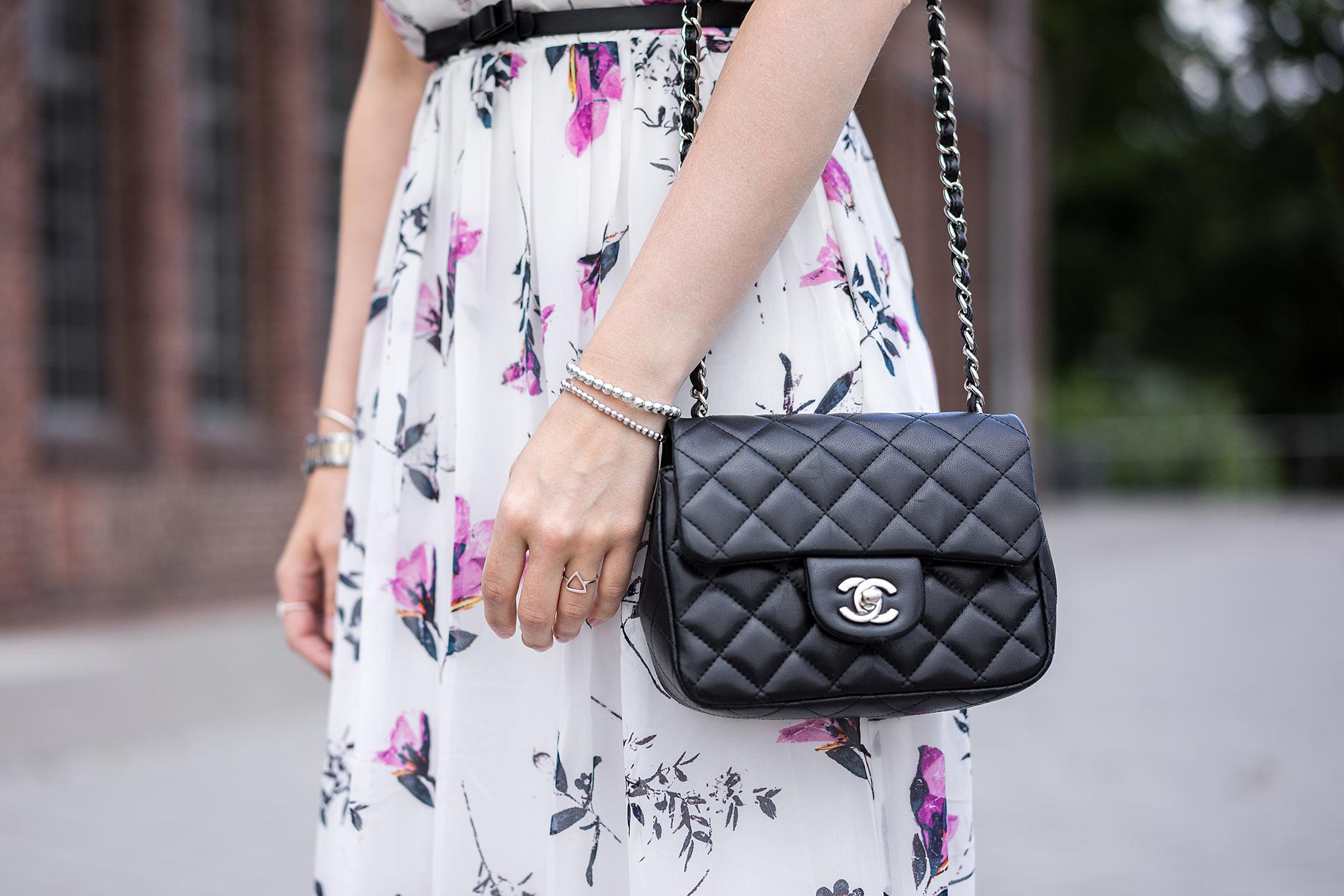 Sommer Accessoires Silber Chanel Tasche Fashion Blog Sunnyinga
