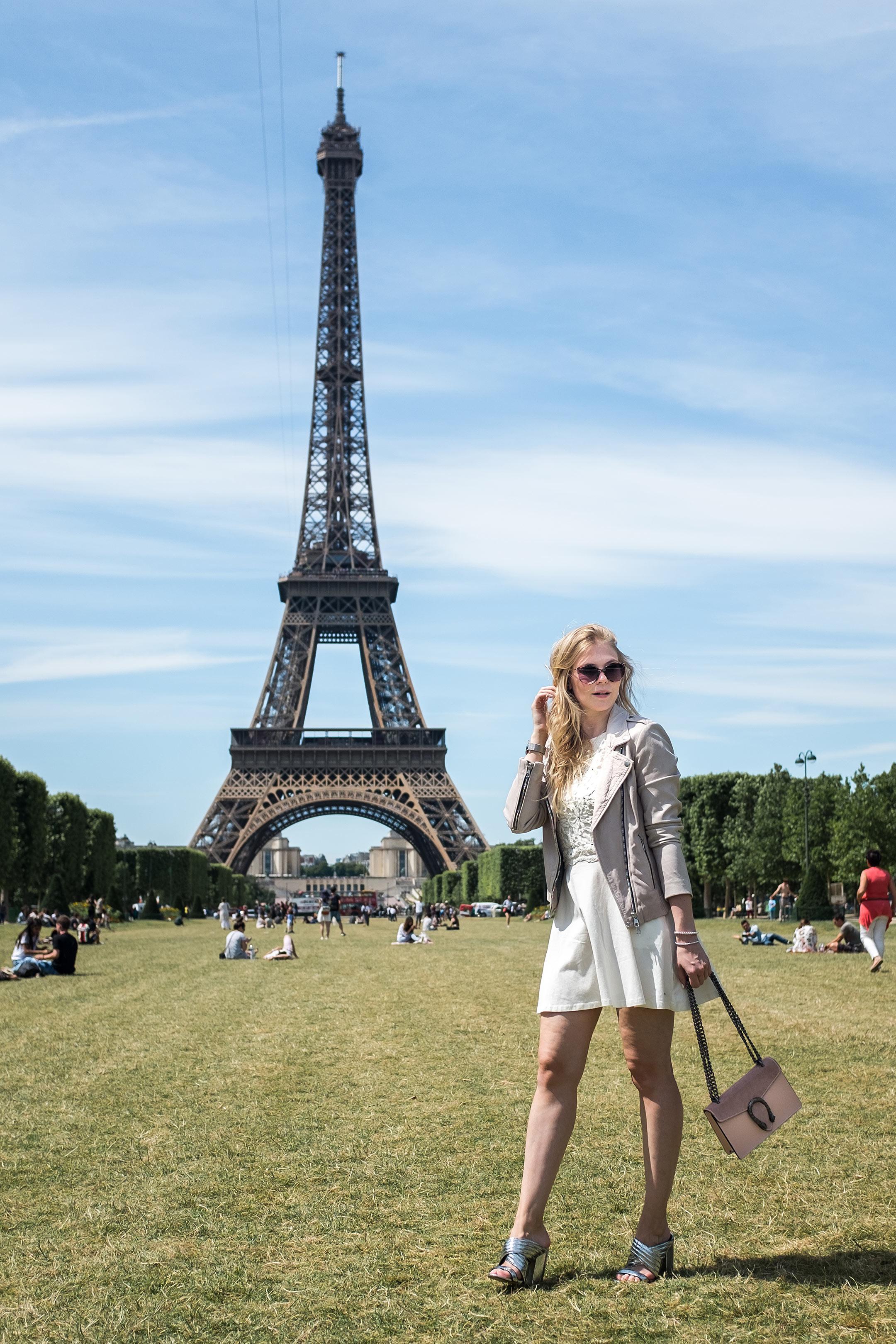 Spitzenkleid weiß Lederjacke rosa Mules silber Outfit Fashion Blog Düsseldorf Sunnyinga