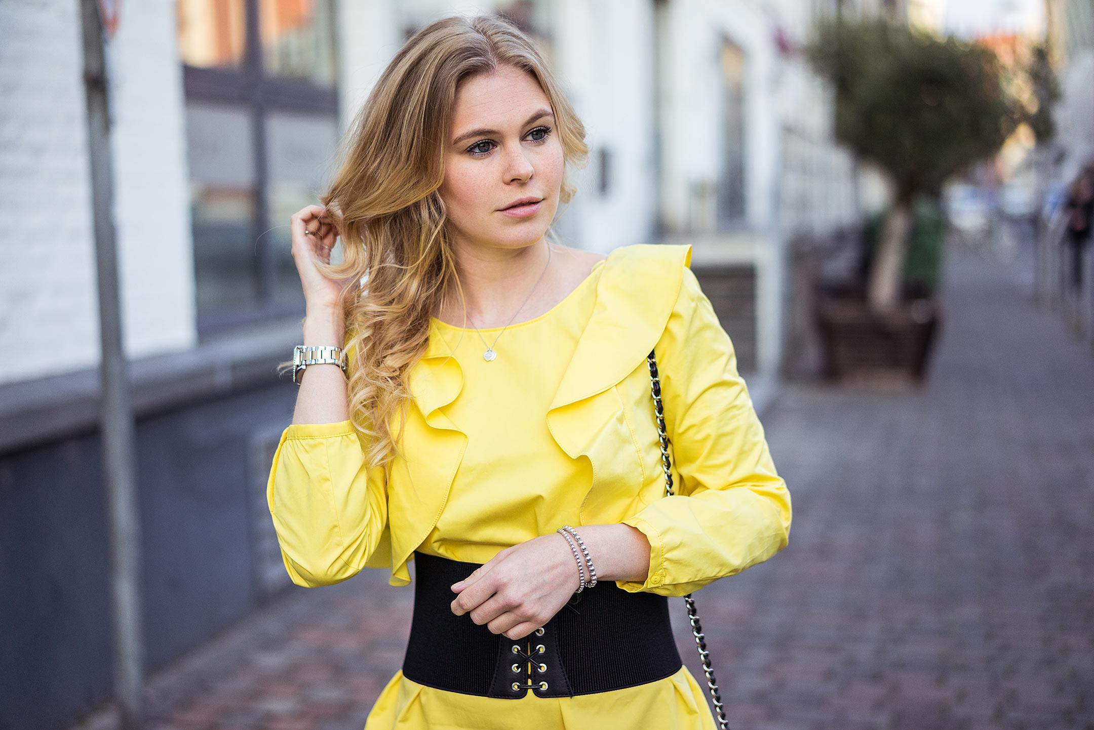 Sunnyinga Fashionblog Düsseldorf Corsagengürtel schwarz