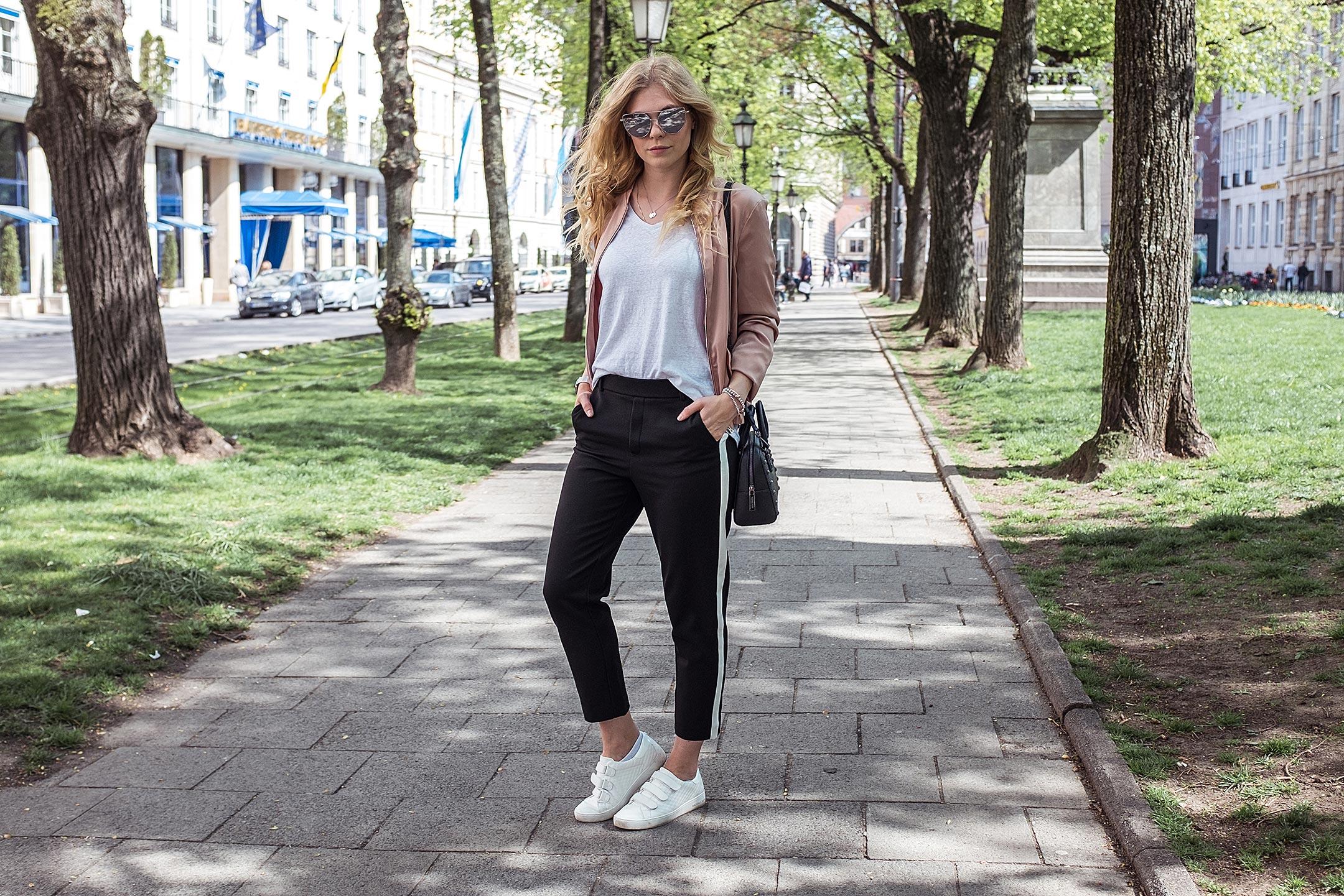 Sunnyinga Fashionblog München Outfit Rosa Bomberjacke Sneaker