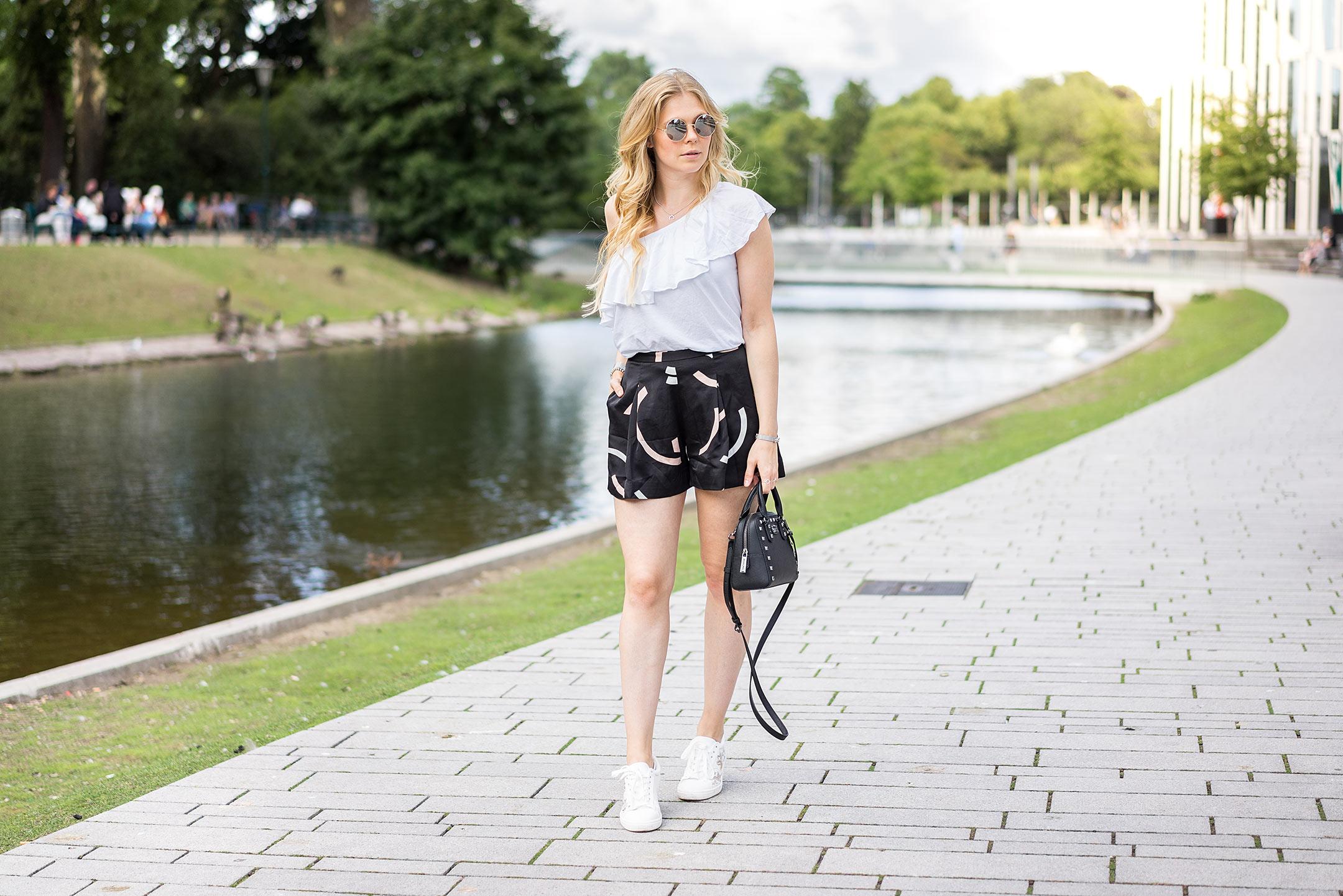 Sunnyinga Kö-Bogen Outfit Düsseldorf Sommer Modeblog
