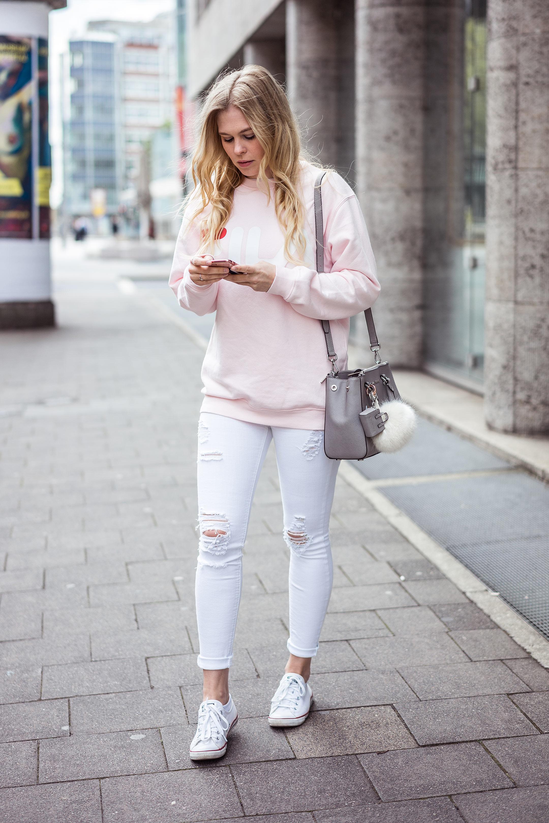 Sunnyinga Outfit Fila Sweater Rosa Skinny Jeans Converse Düsseldorf Streetstyle