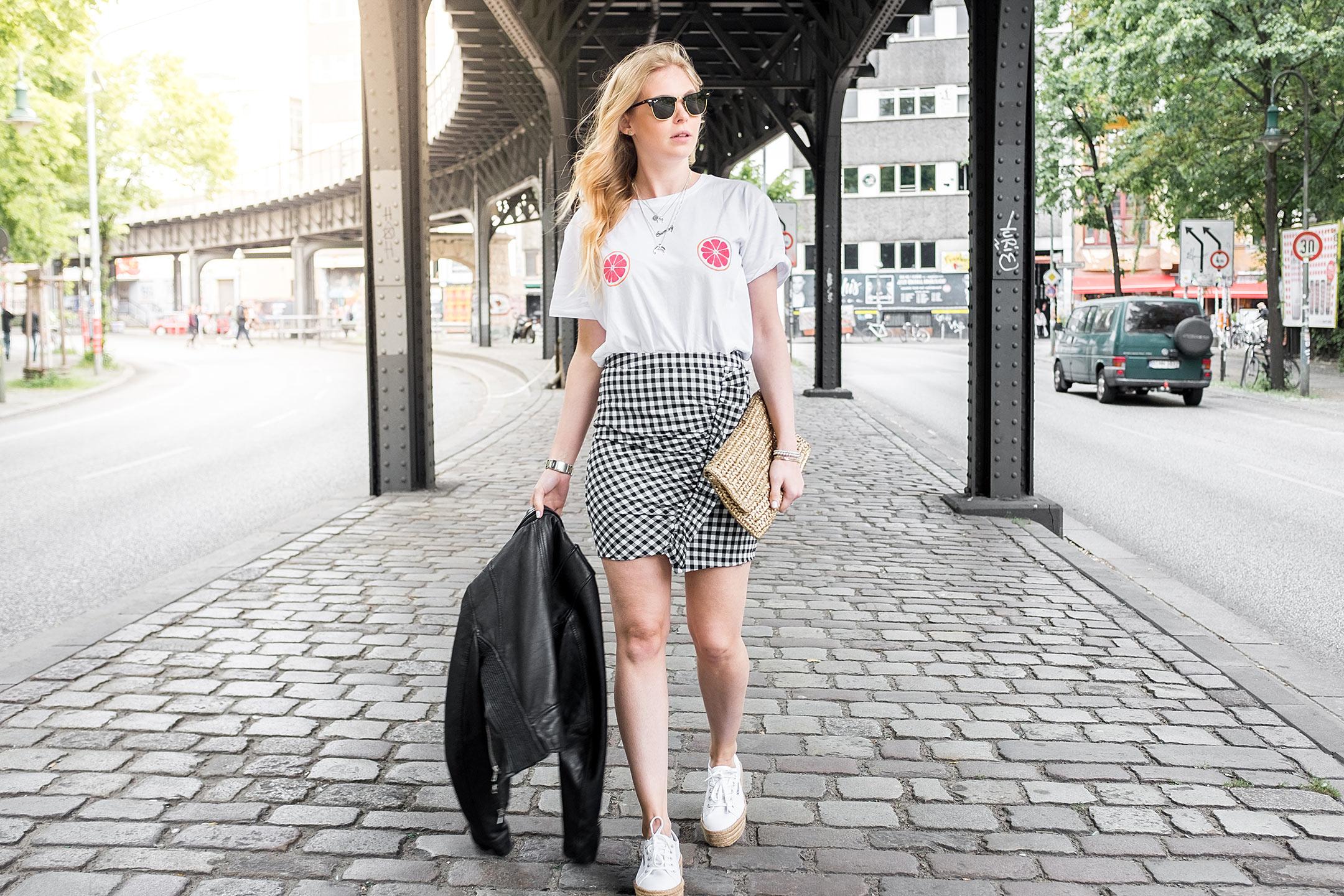 Sunnyinga Outfit Karorock Grapefruit Shirt Basttasche Lederjacke Modeblog Düsseldorf