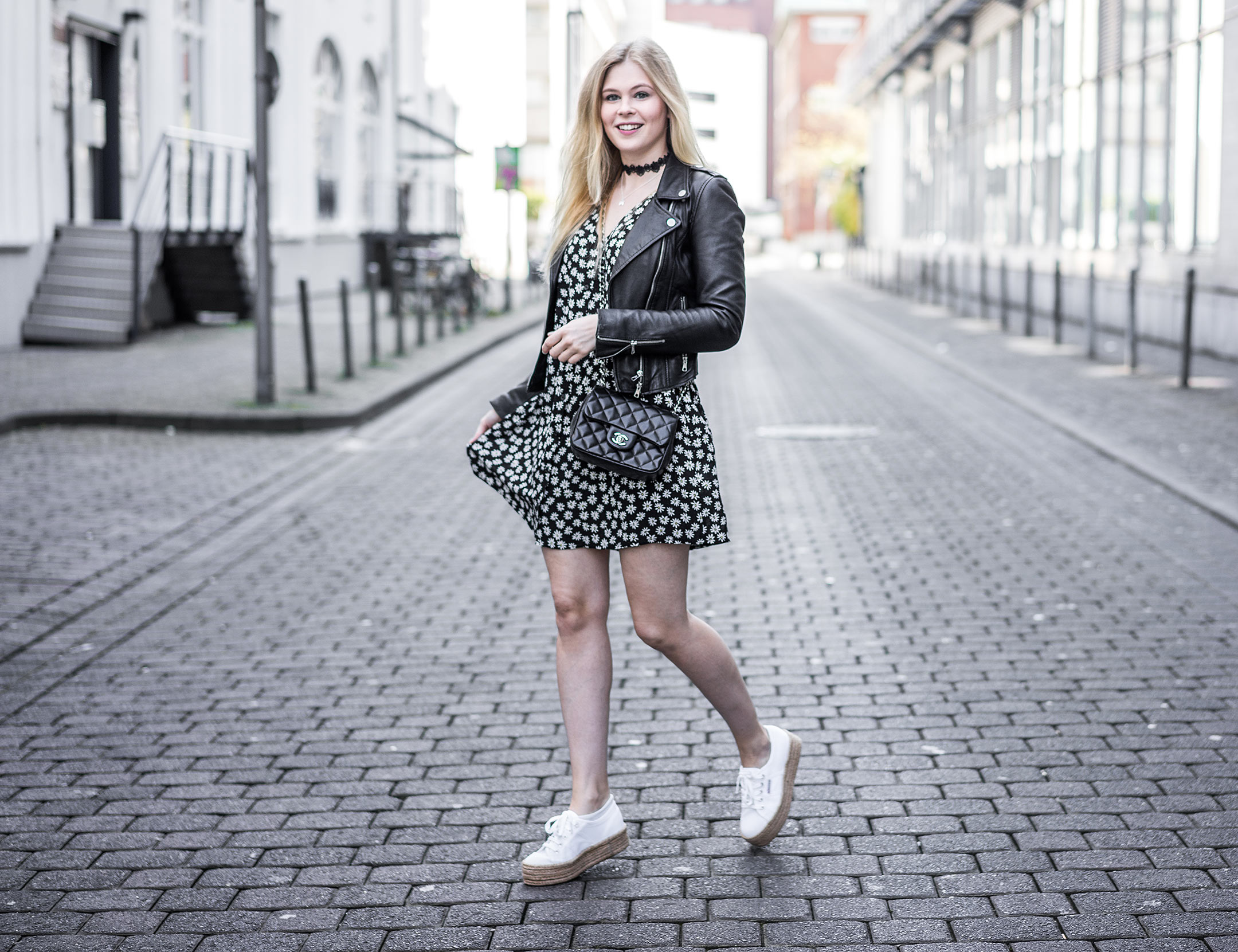 Sunnyinga Outfit Kleid Lederjacke Superga Modeblog Düsseldorf