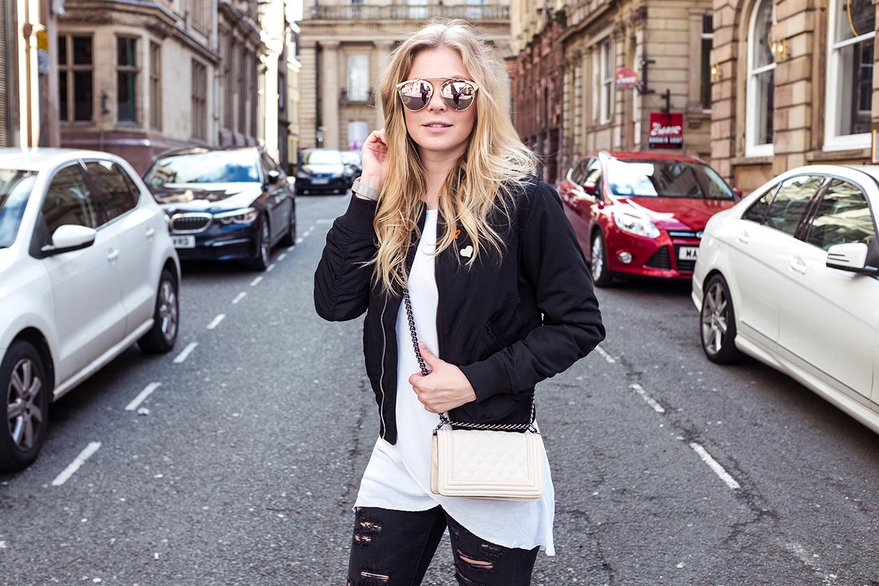 Sunnyinga Outfit Liverpool Fashionblog Bomberjacke Sonnenbrille