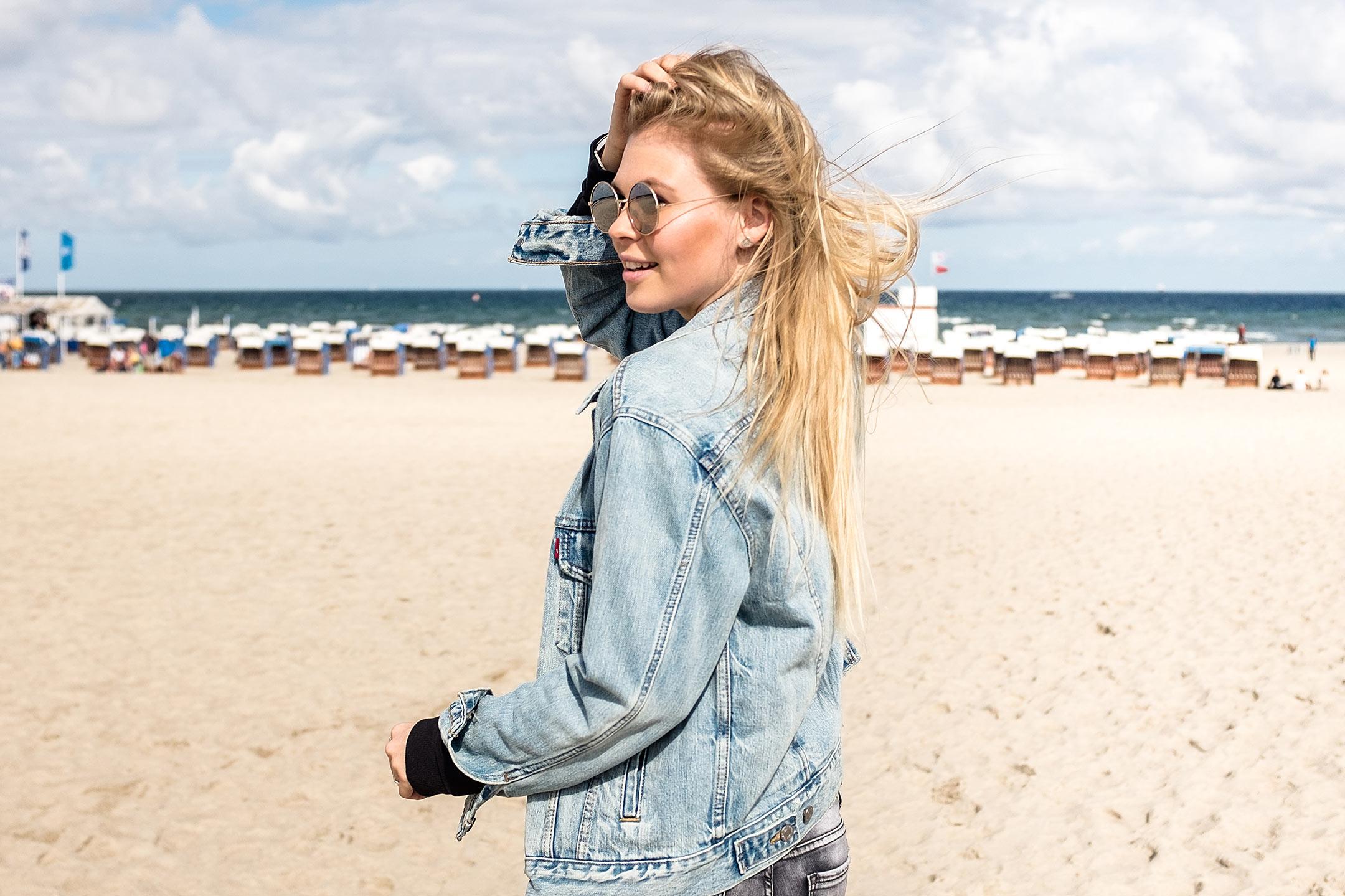 Sunnyinga Outfit Ostsee Warnemünde Strand Jeansjacke Fashion Blog