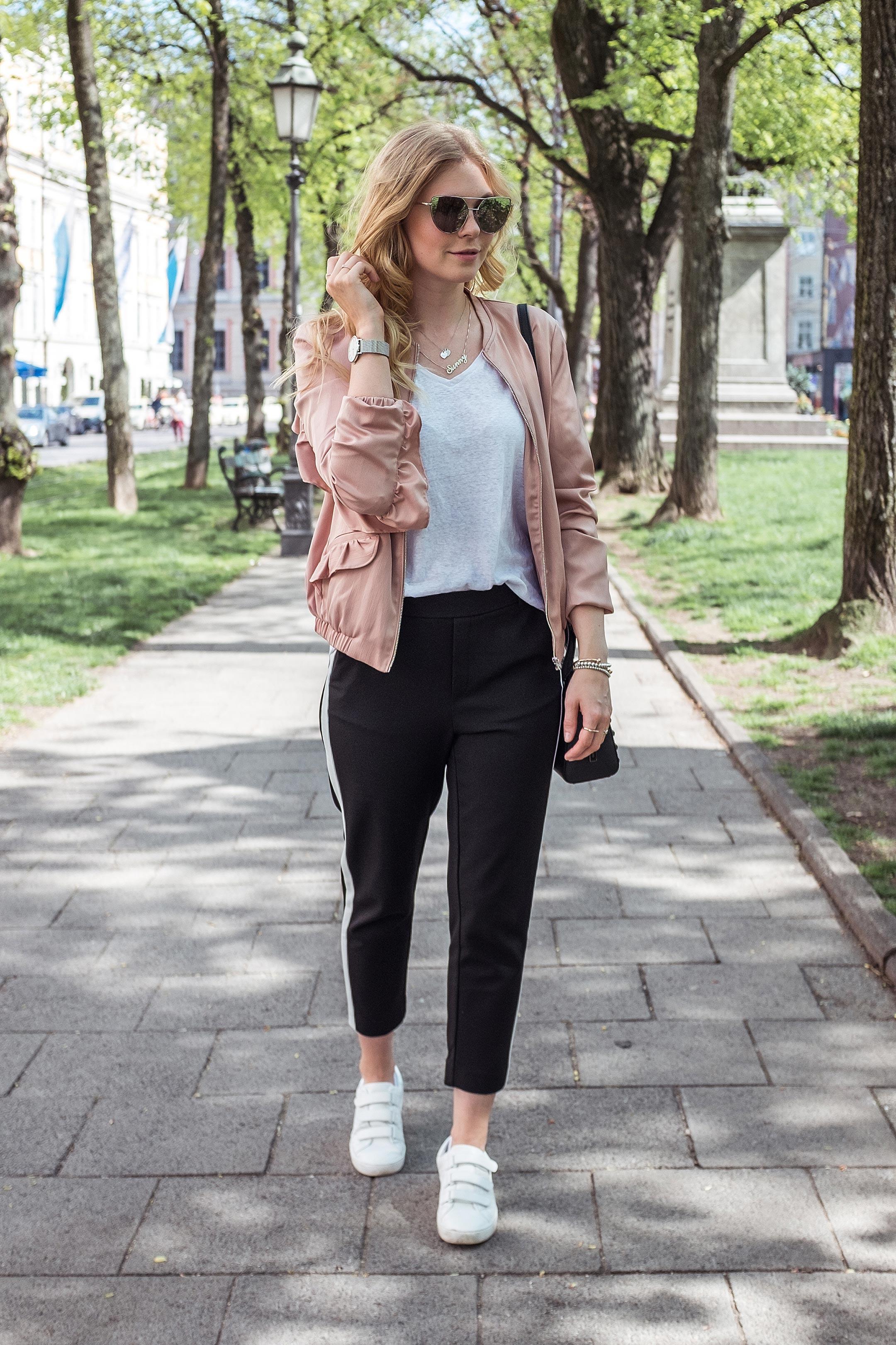 Sunnyinga Outfit Rosa Blouson München Fashionblog