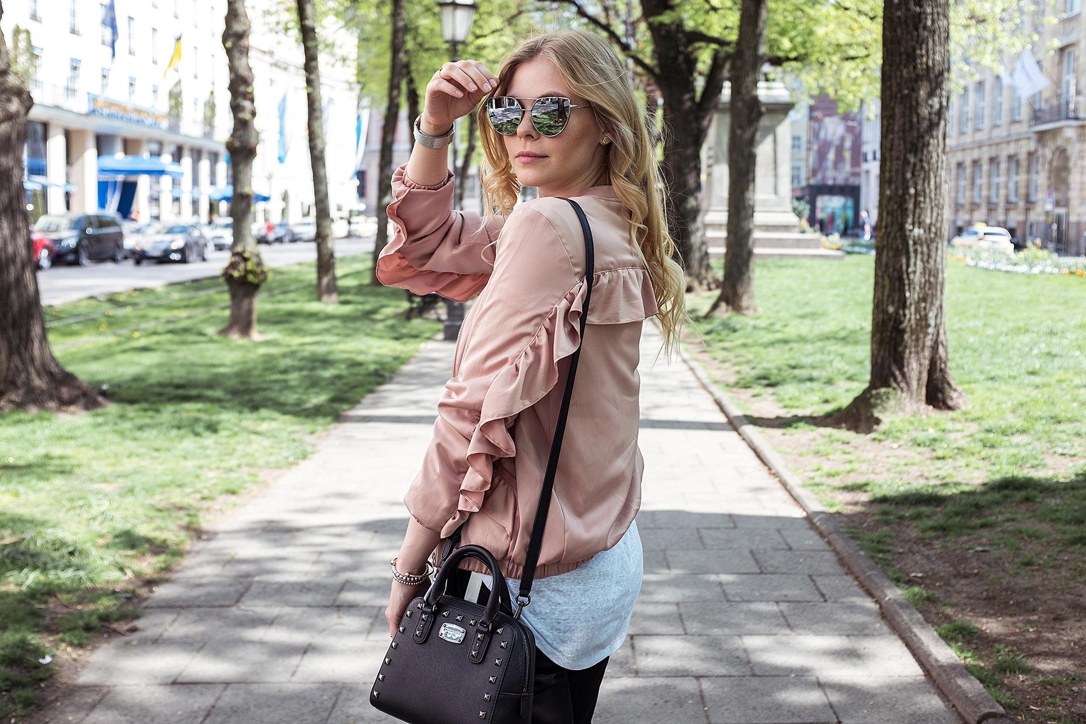 Sunnyinga Outfit Rosa Rüschen Michael Kors Tasche