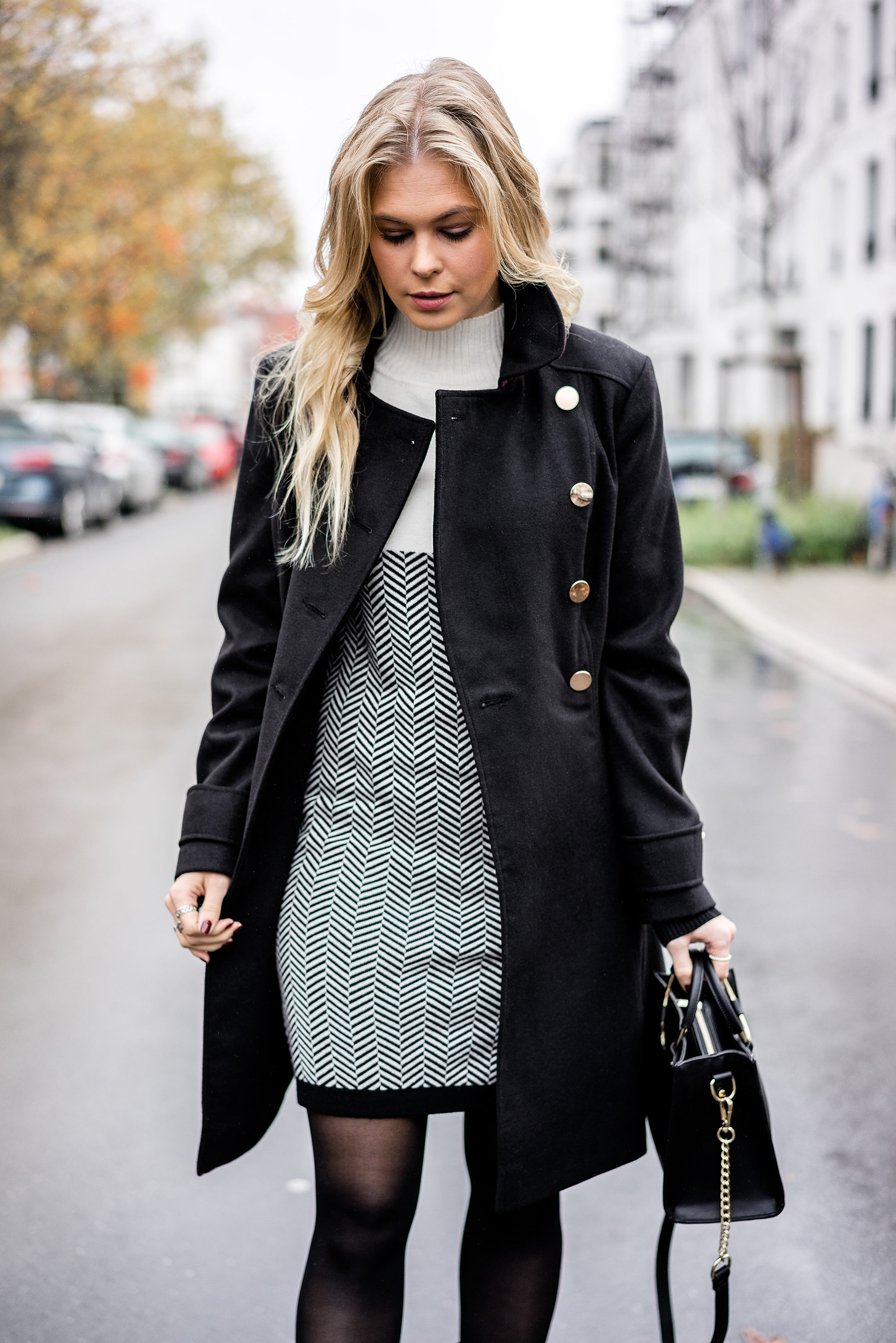 Sunnyinga Outfit Winterkleid Uniform Mantel Fashion Blogger Düsseldorf