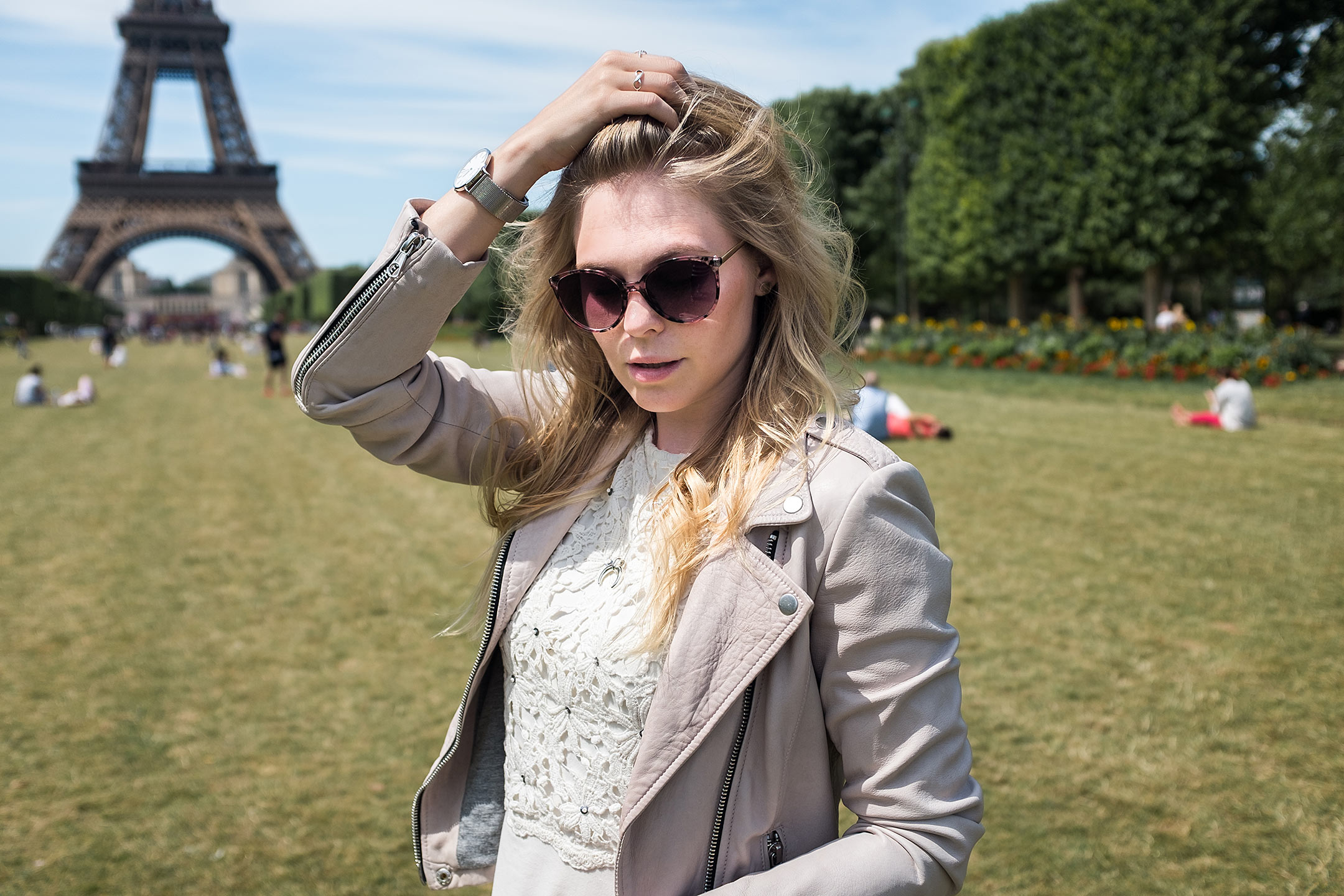 Sunnyinga Paris Outfit Fashion Blog Lederjacke rosa