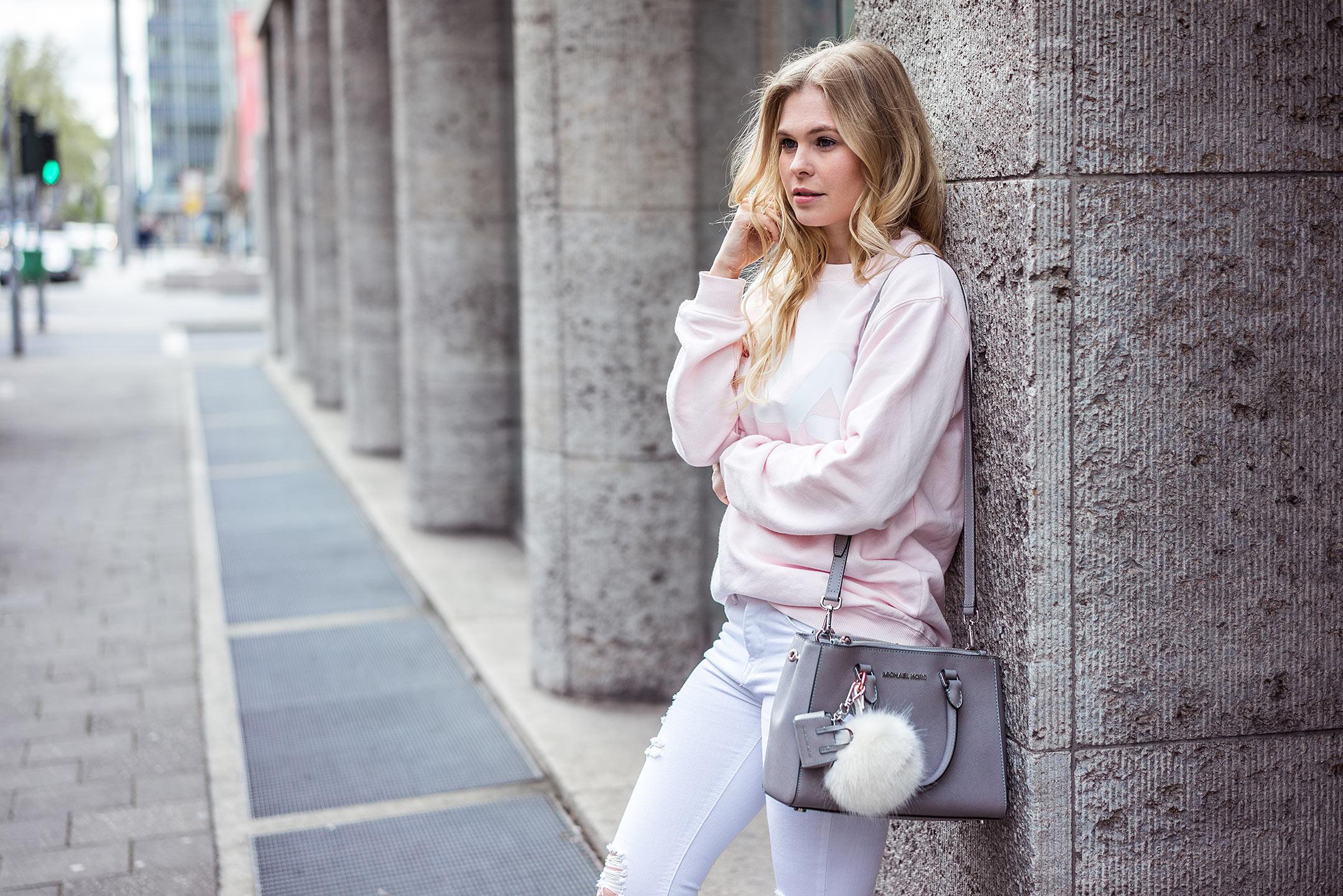 Sunnyinga Rosa Pullover Fila Outfit Springlook Frühlingsoutfit Düsseldorf Fashion Blog