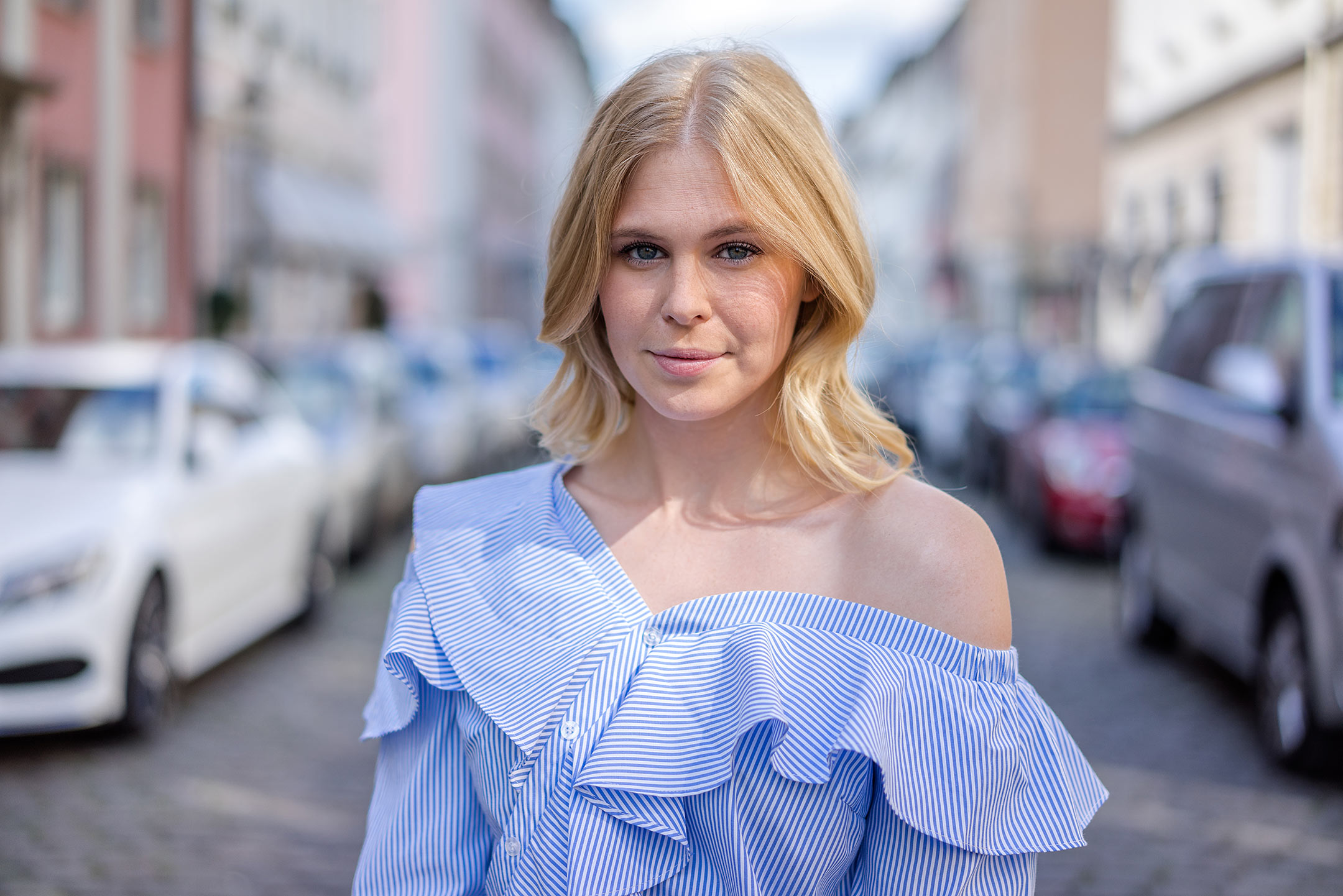 Sunnyinga schräg geknöpfte Bluse blau weiss Mode Outfit