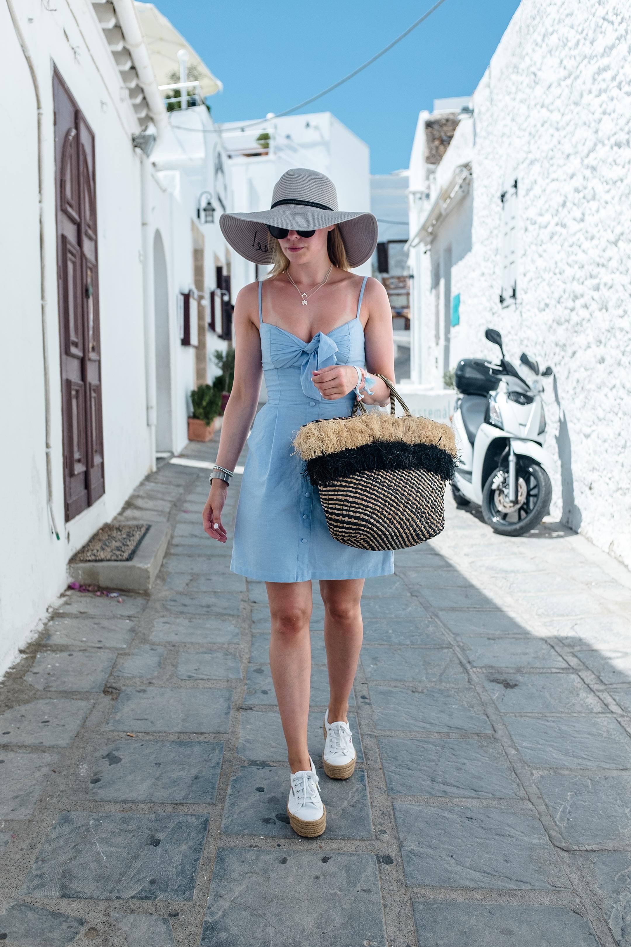 Sunnyinga Sommerlook Urlaub Lindos Kleid Tasche Hut