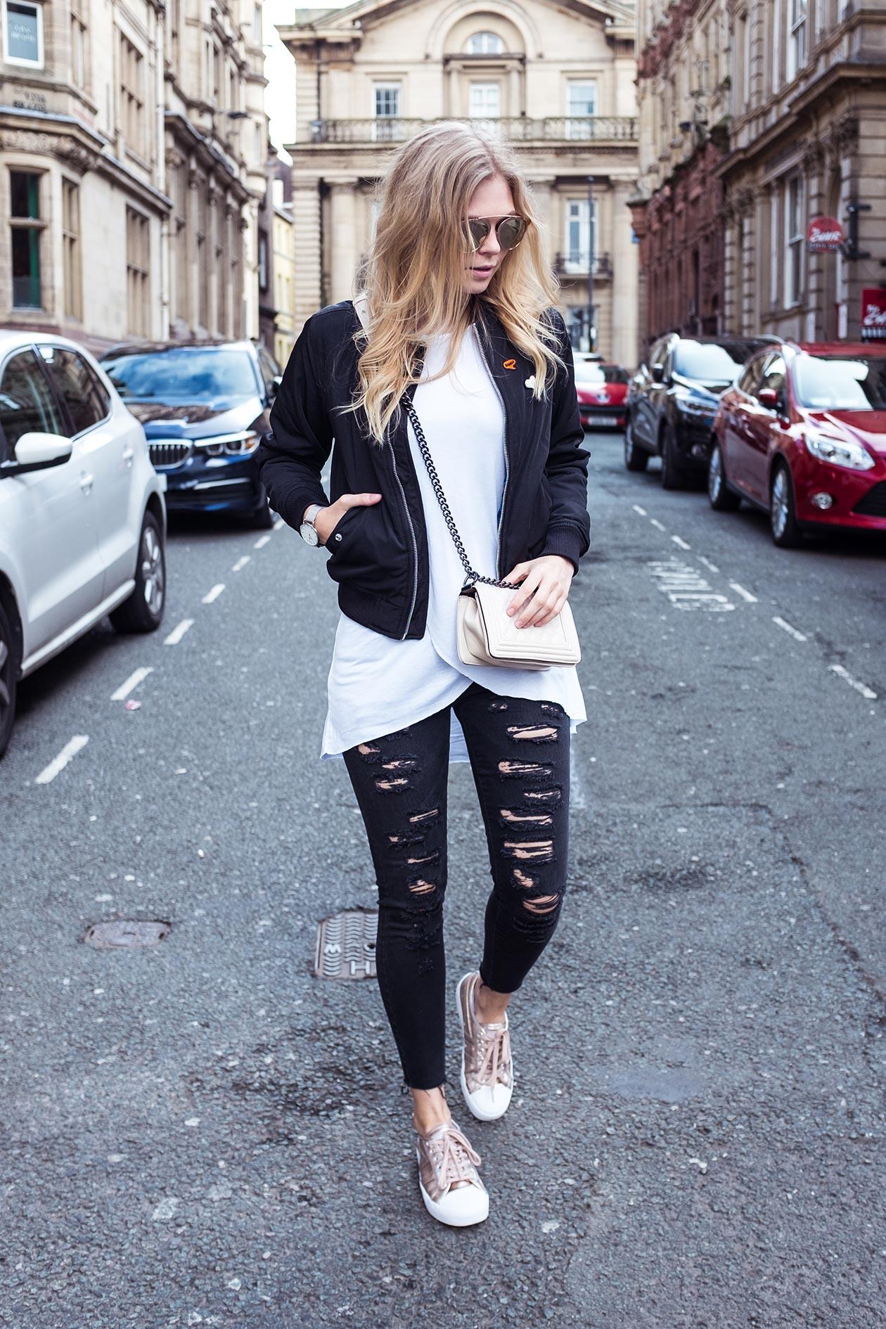 Sunyinga Fashionblog Outfit Streetstyle Gola Sneaker Bomberjacke Sonnenbrille