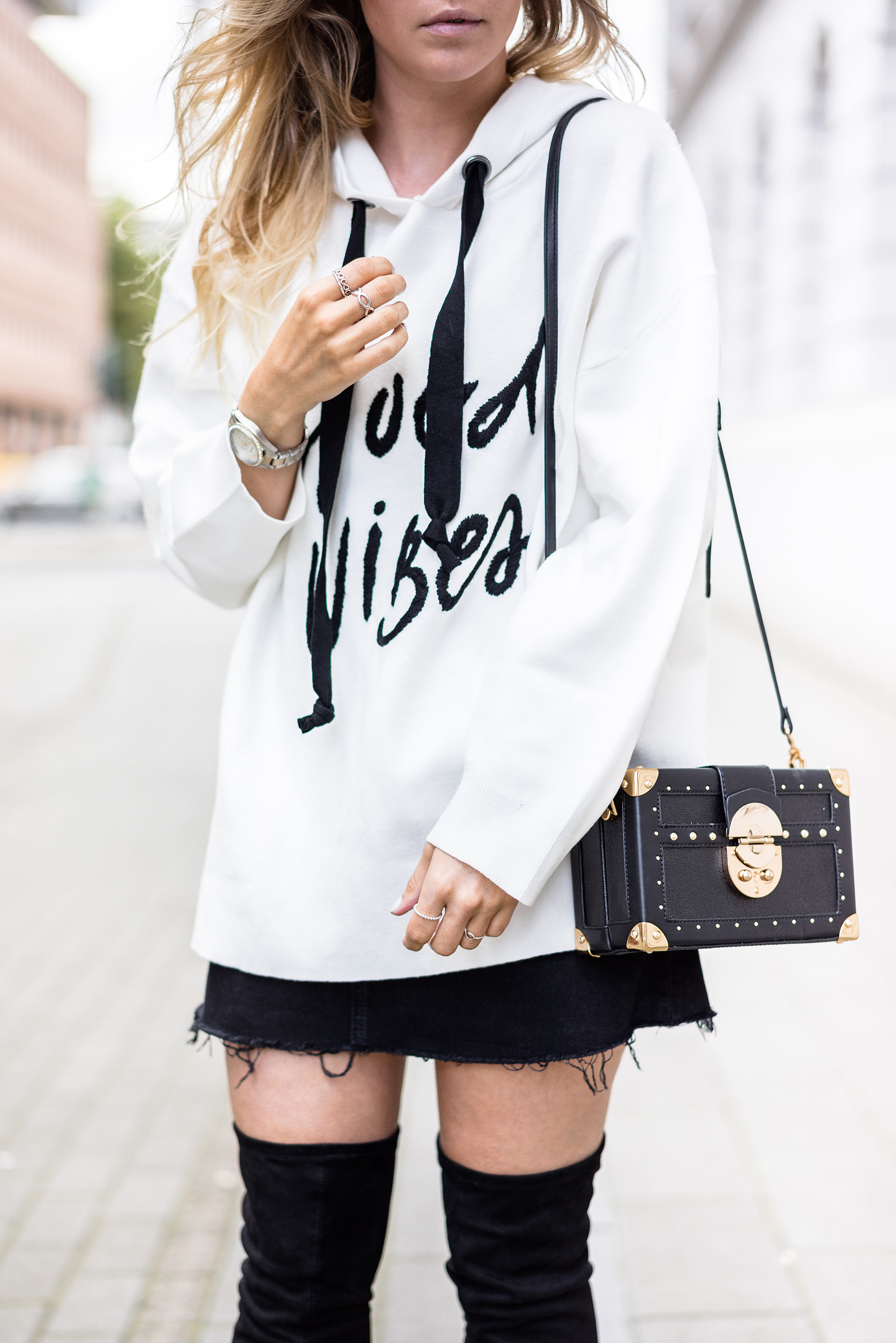 Sweater Oversize Rock Outfit Fashionblog Sunnyinga