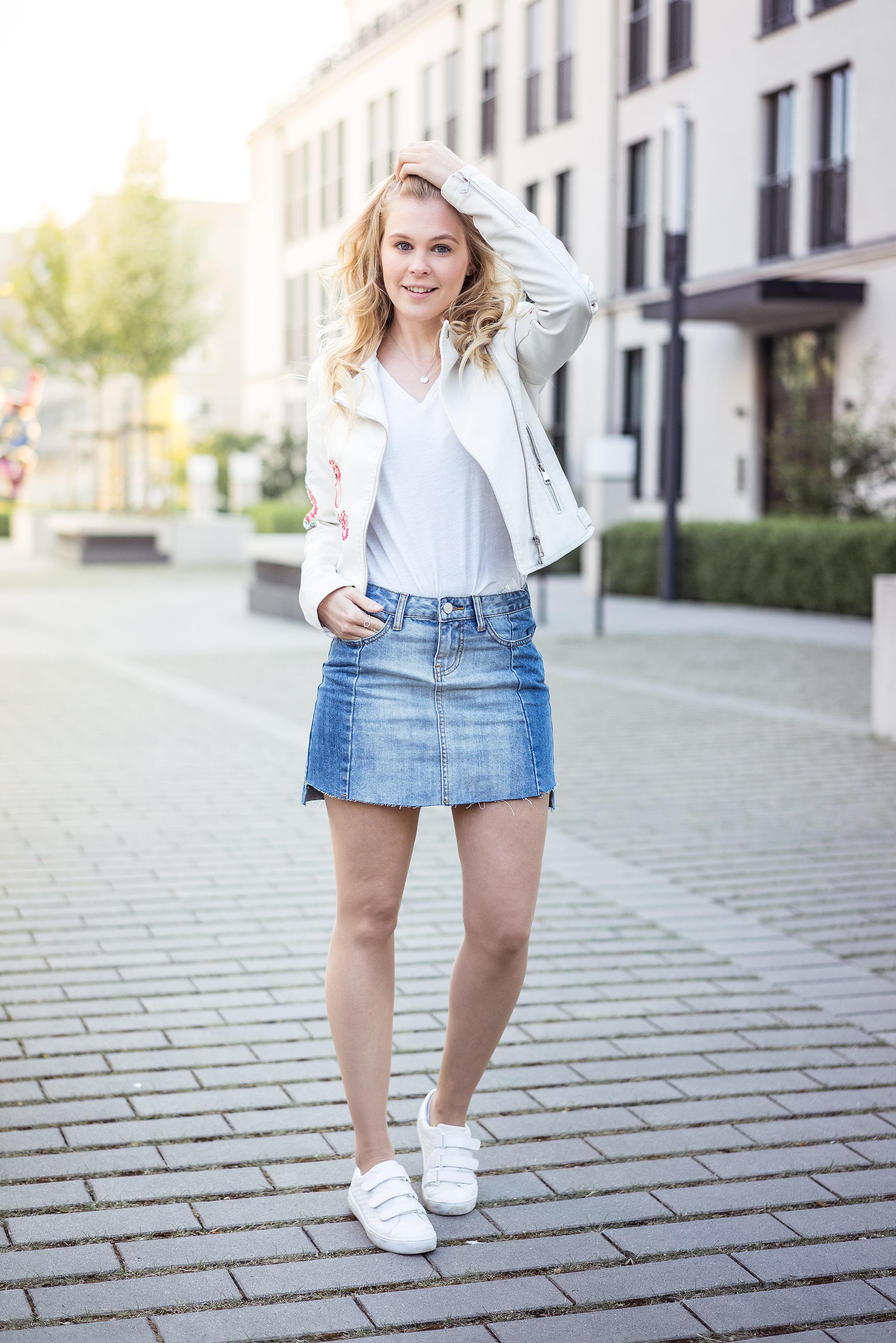 Vokuhila Jeansrock Lederjacke Sunnyinga Outfit Fashionblog Düsseldorf