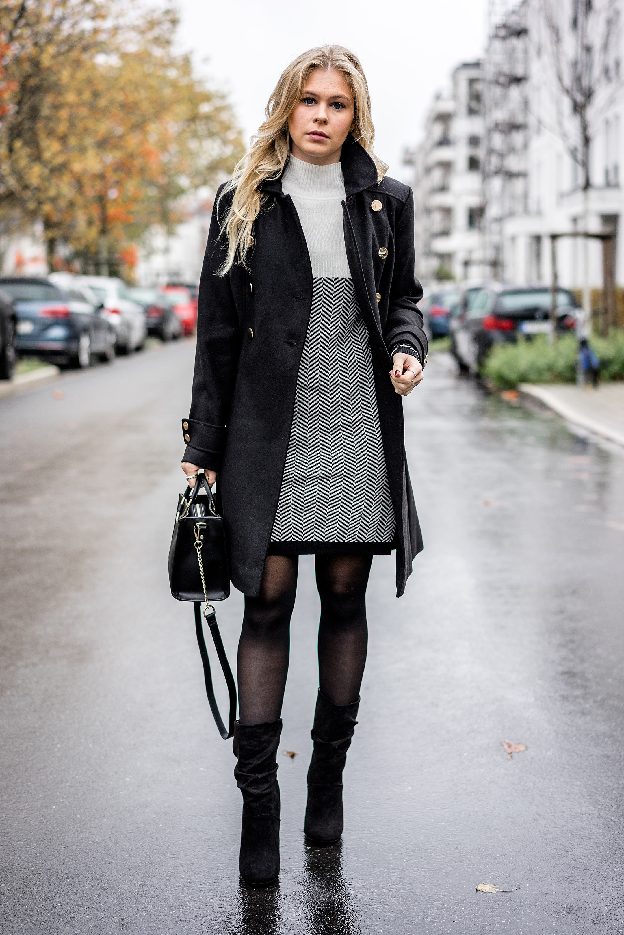 Winter Outfit Fashion Blogger Sunnyinga Düsseldorf Winterkleid Mantel Slouch Boots