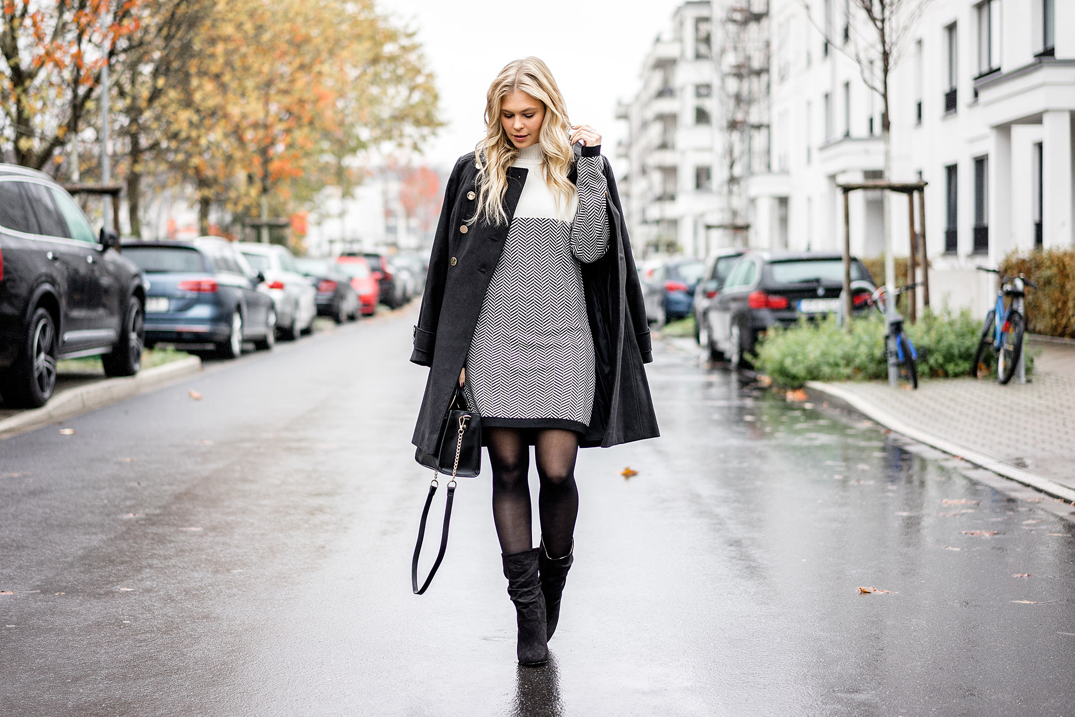 Winter Outfit Streetstyle Kleid Uniform Mantel Boots Sunnyinga Blog