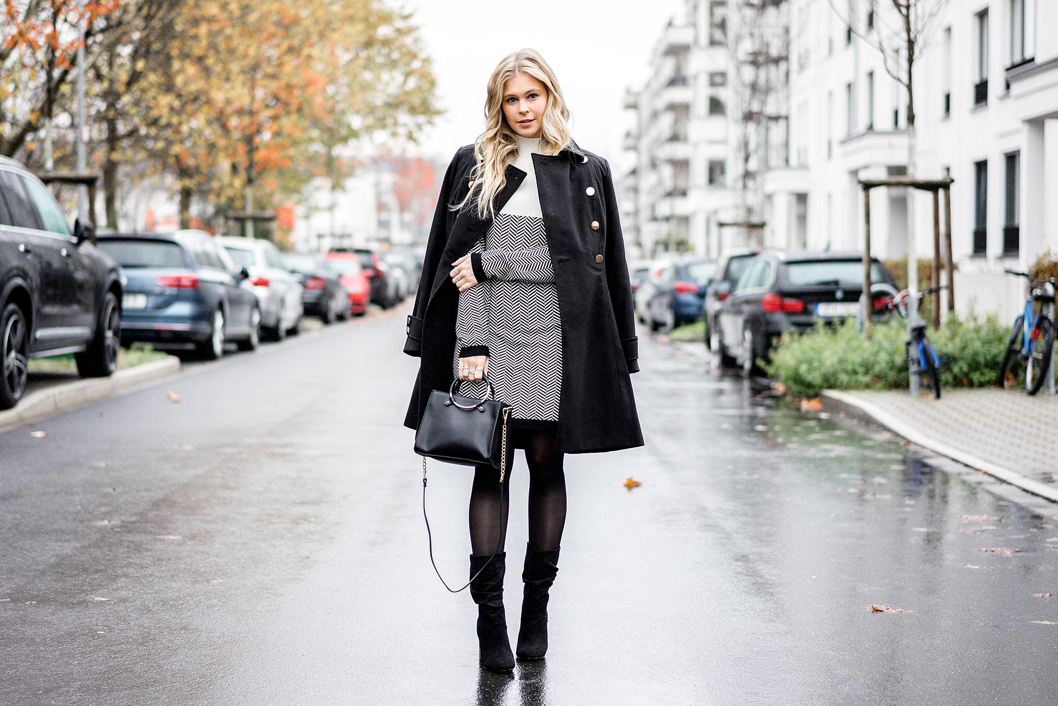 Winteroutfit Kleid Mantel Boots Blog Mode Sunnyinga